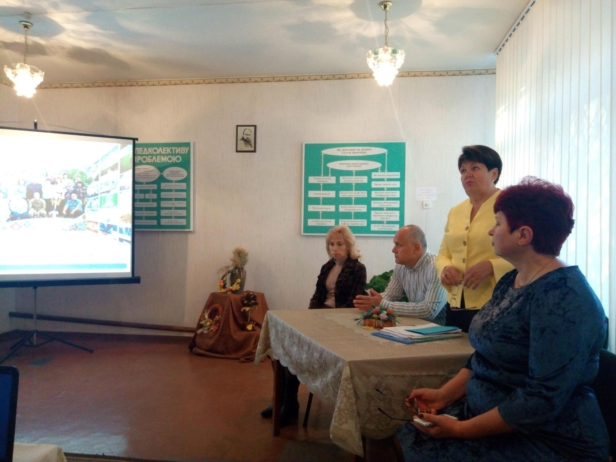 Відкриття семінару. Завідувач методичного кабінету при департаменті з гуманітарних питань В.А. Ващенко