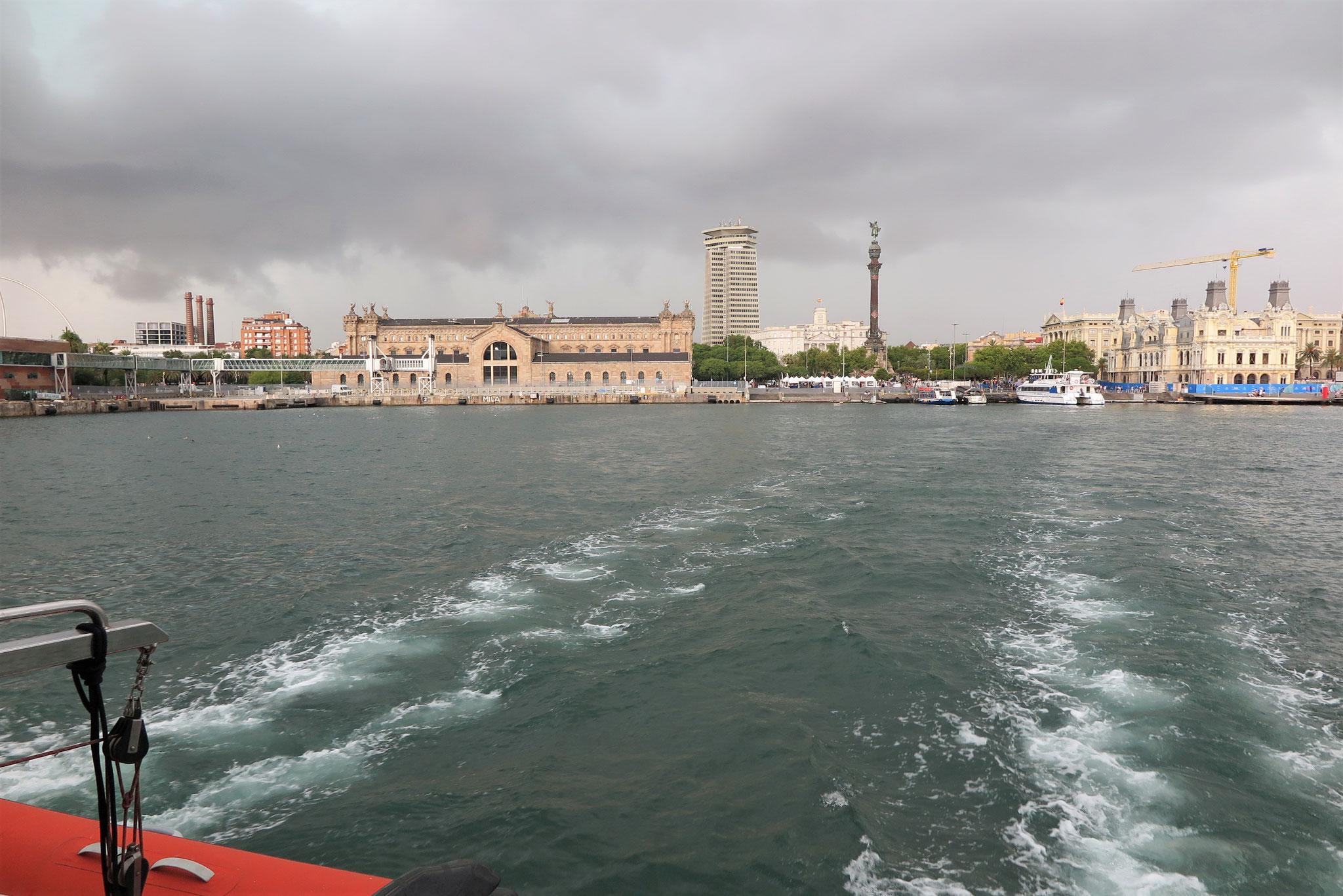 Der letzte Regen, aber heftig: Hafenrundfahrt inklusive Gewittersturm in Barcelona.