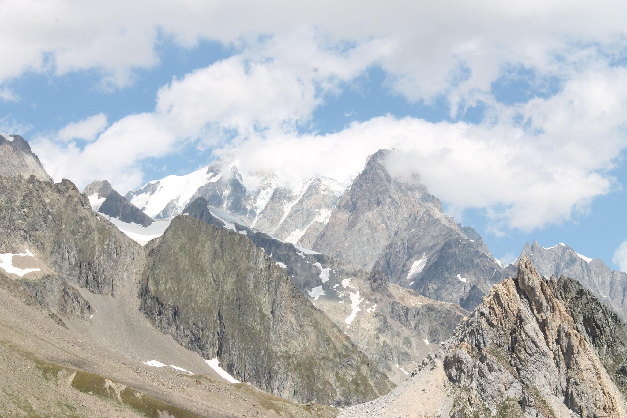 4. Le col de la Seigne (Alt. 2516m)
