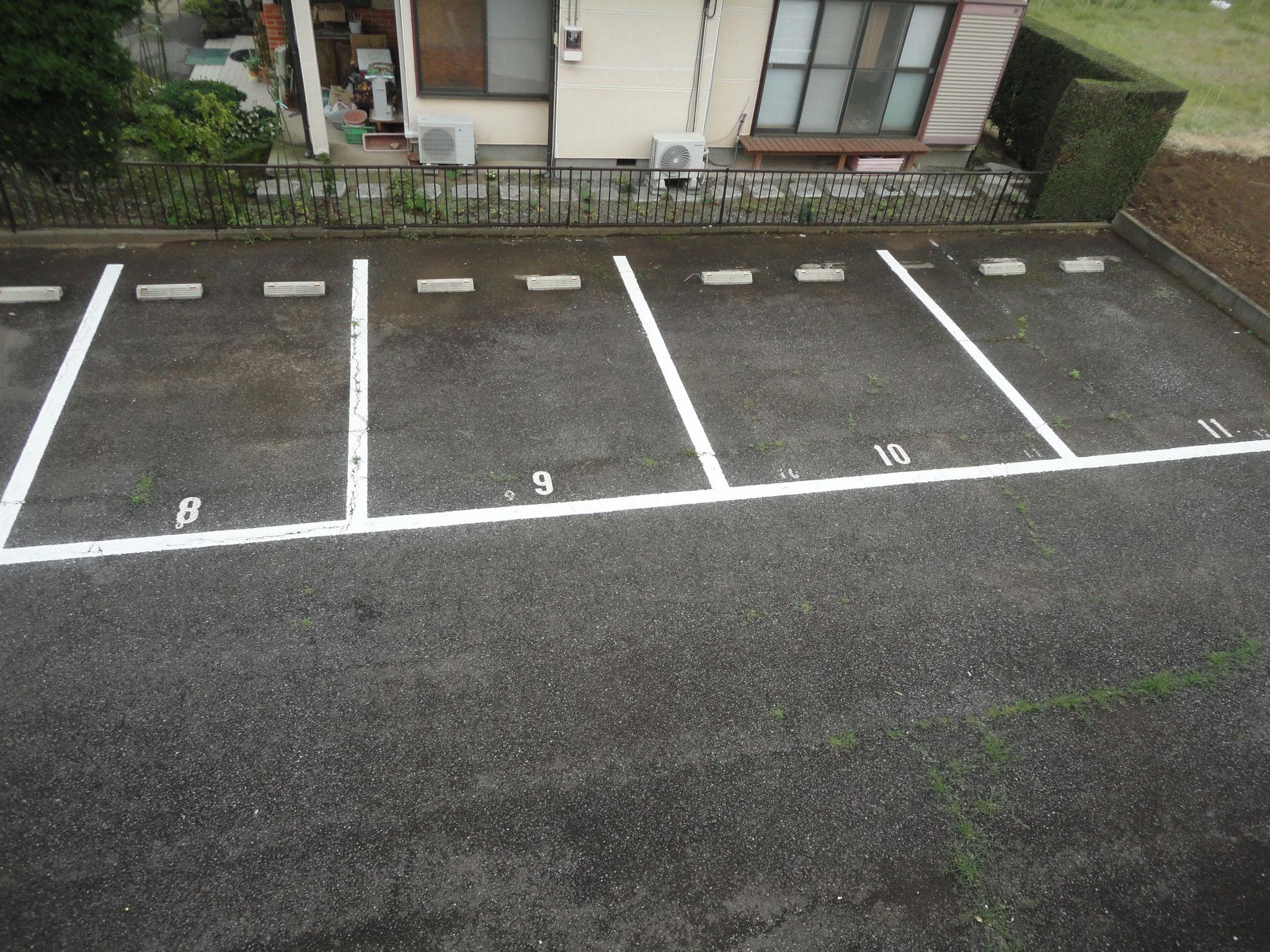 駐車場 車入れやすいです。