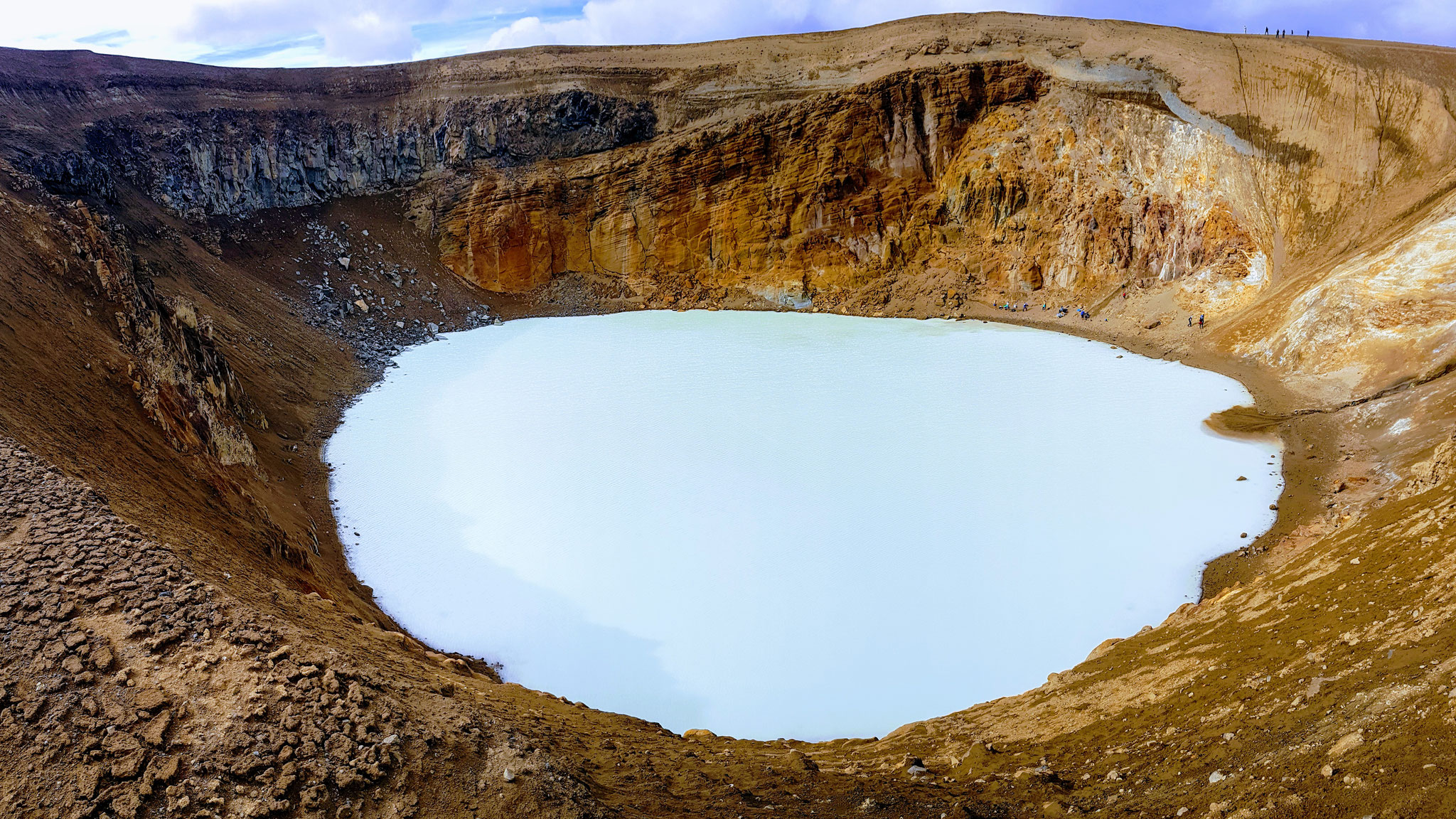 Viki Krater: warm genug für ein warmes Bad