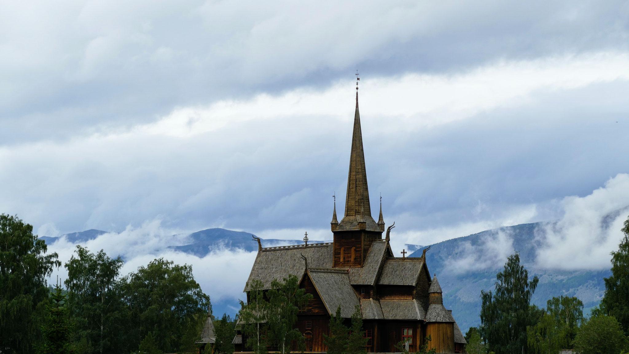 Die vielleicht schönste Stavkirjka in Norwegen steht in Lom