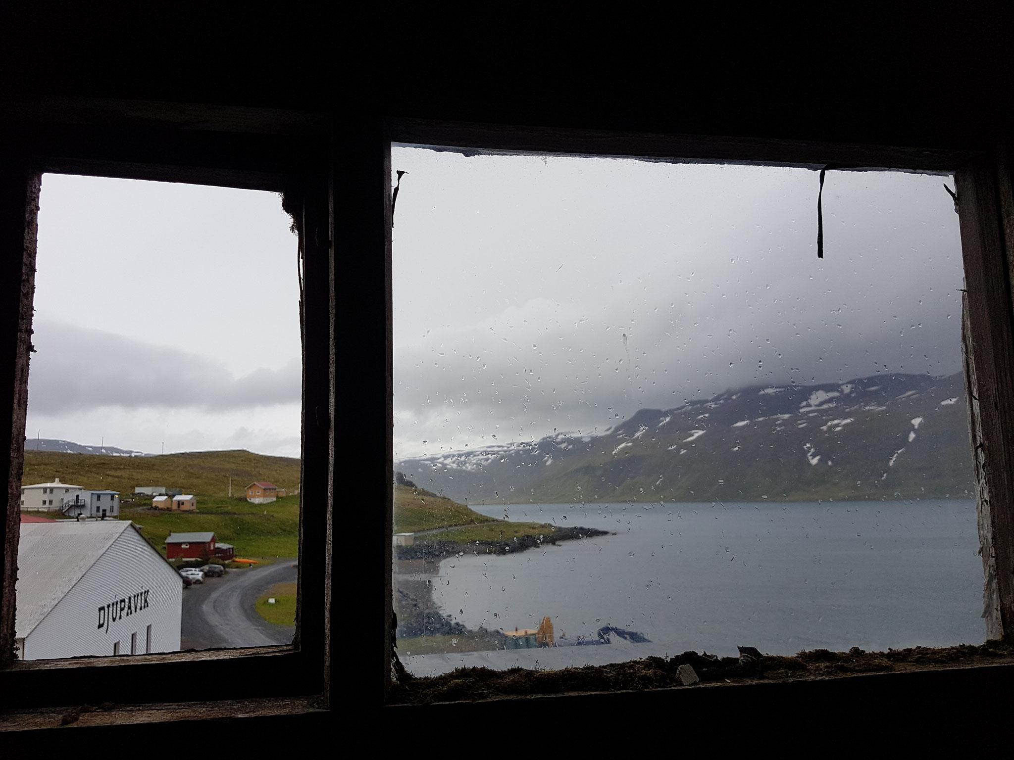 Aussicht aus der alten Fischfabrik in Djupavik