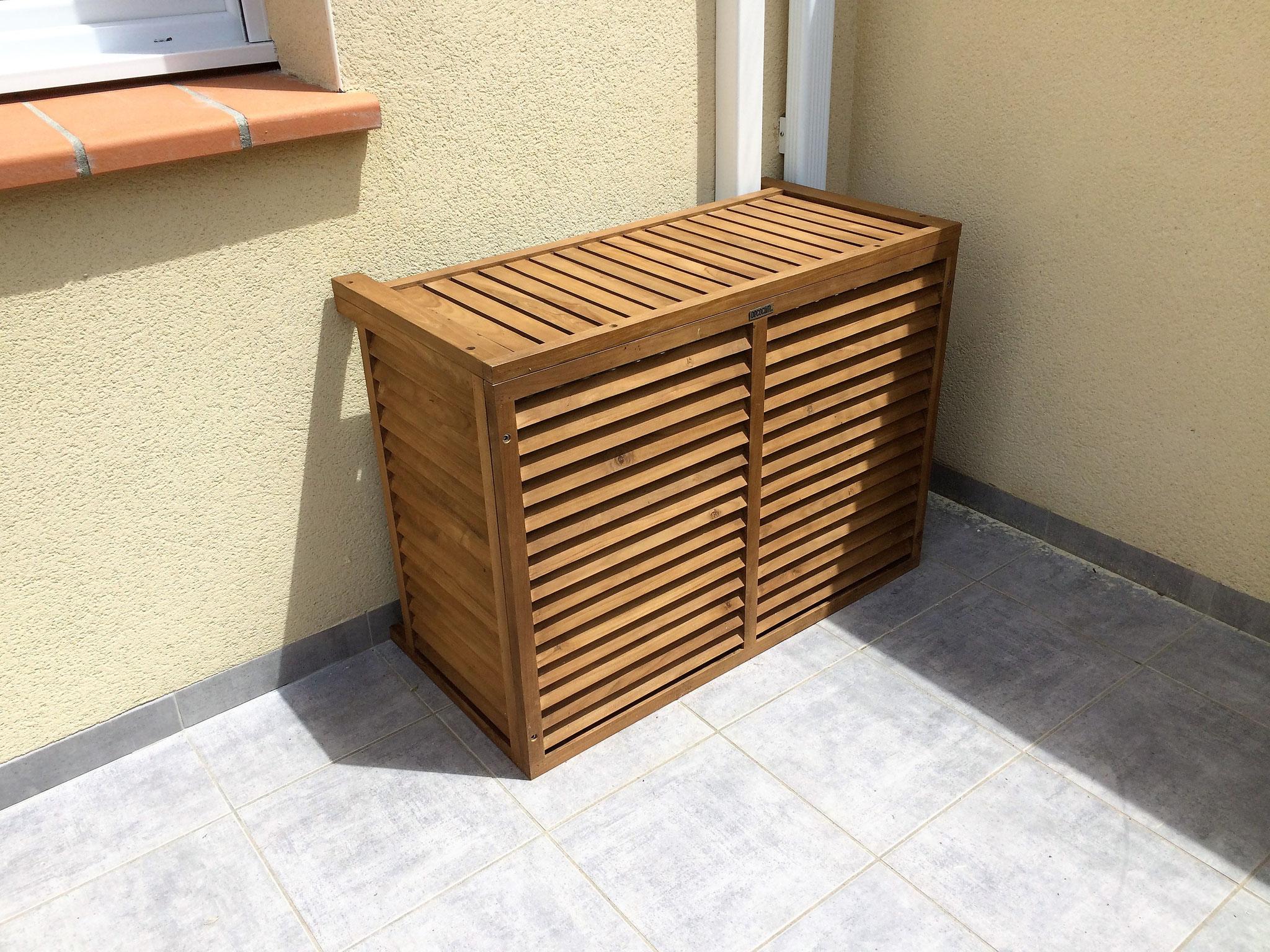 Caisson en teck pour  cacher une climatisation sur une terrasse à Toulouse