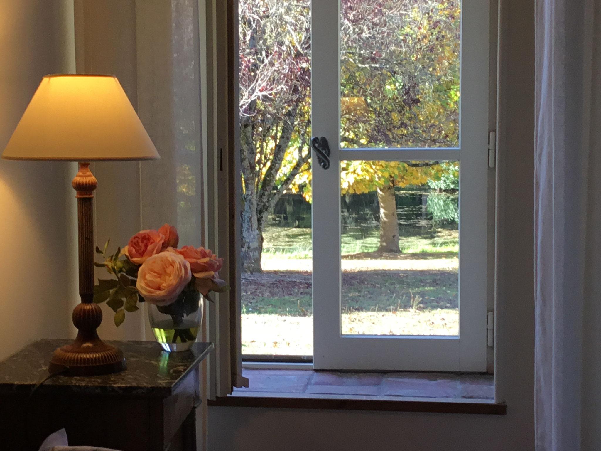 Chambre de la suite avec vue sur jardin