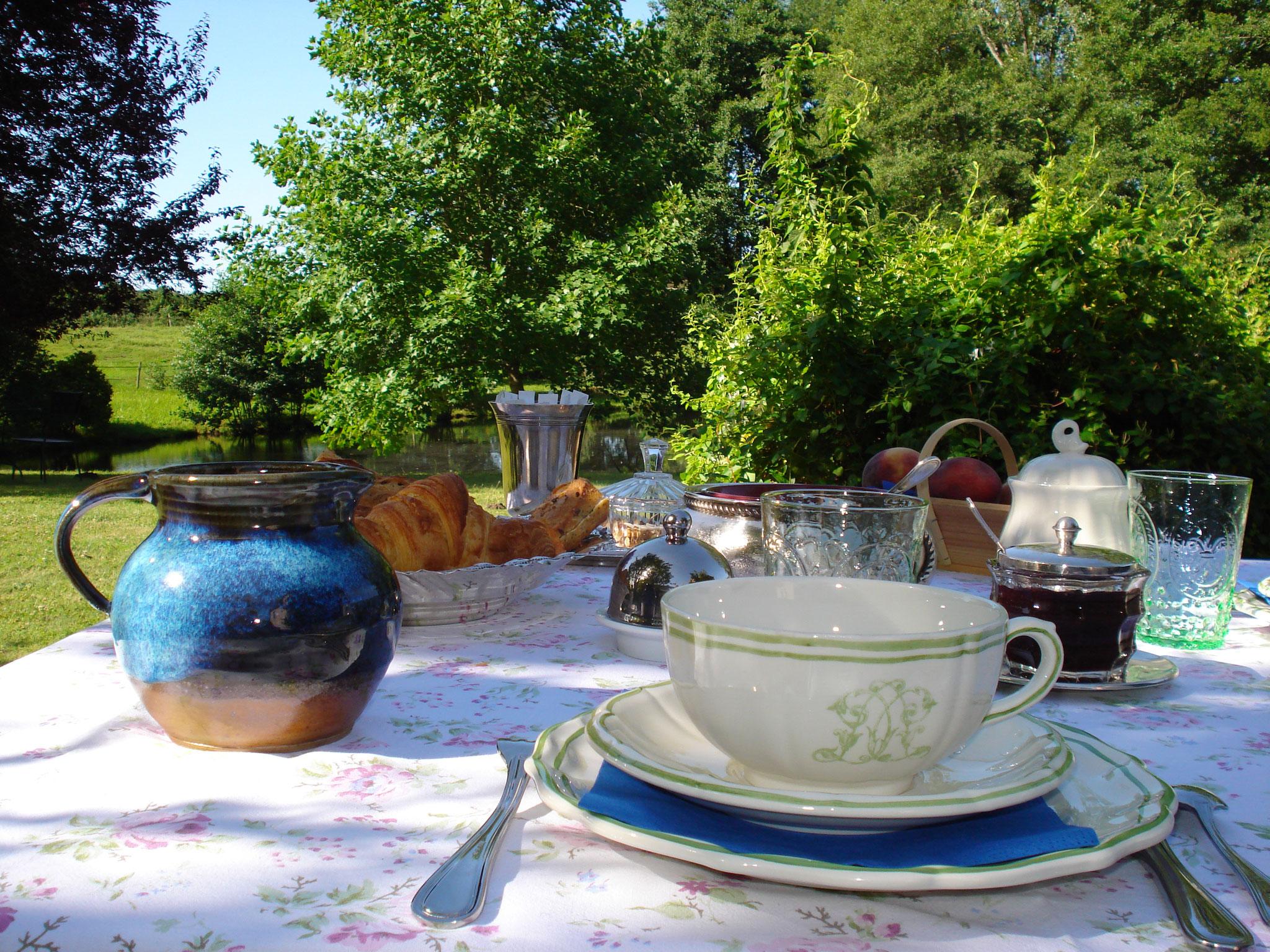 Petits déjeuners servis au jardin