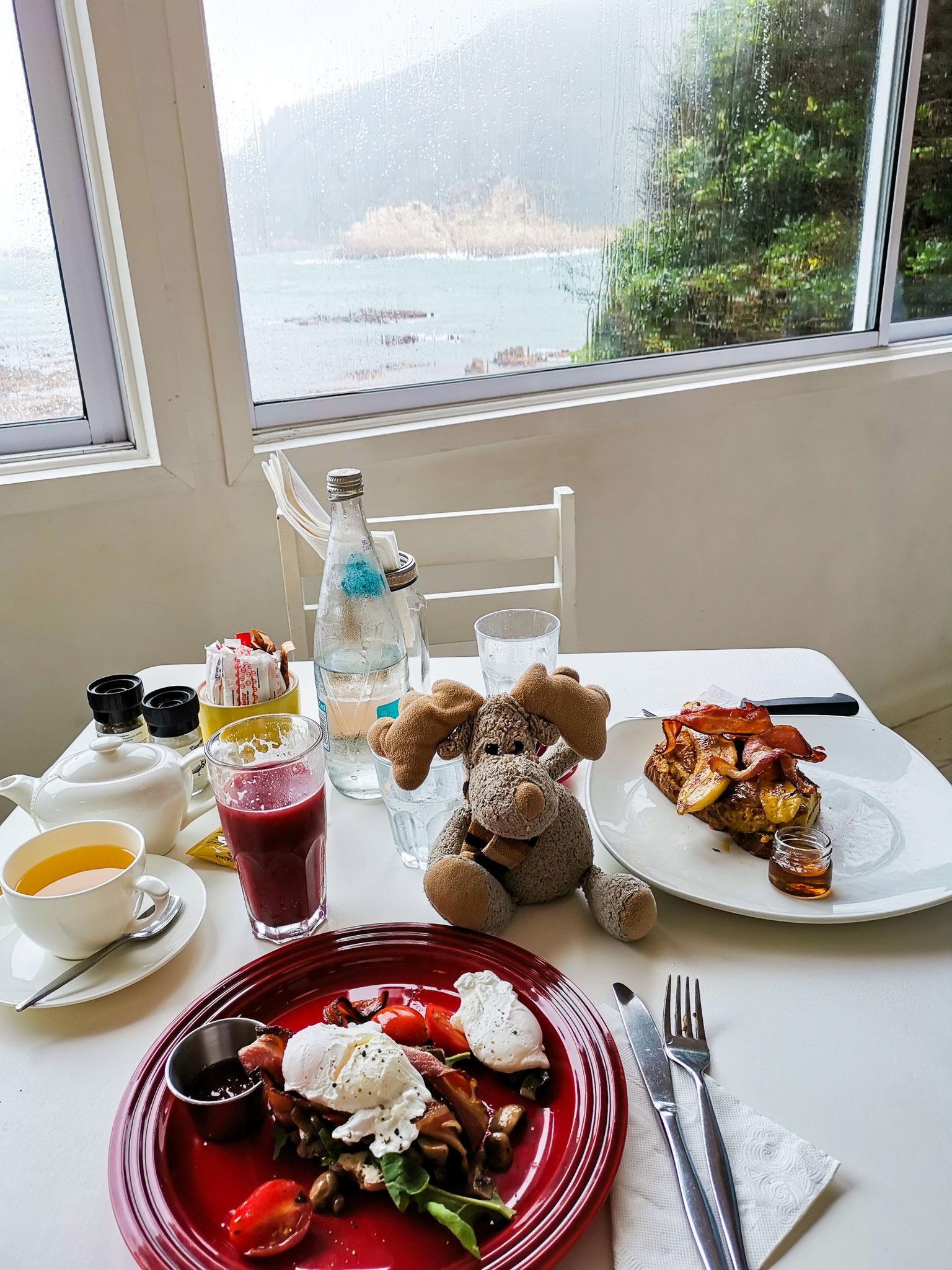 Bei schlechtem Wetter muss erstmal lecker gefrühstückt werden. (Südafrika)