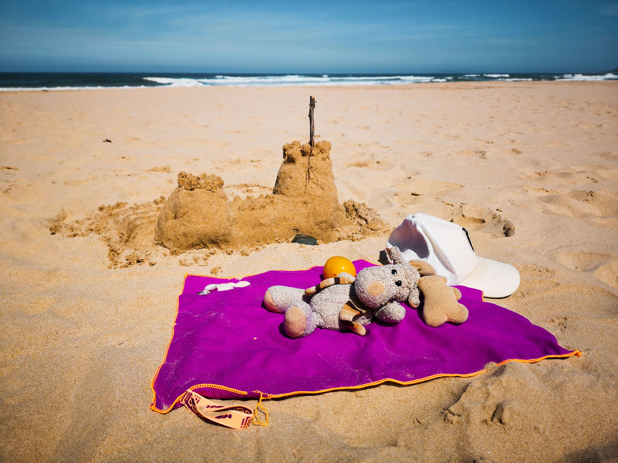 Ich bin ein echtes Beach Babe. Sandburgen bauen macht mir großen Spaß. (Südafrika)