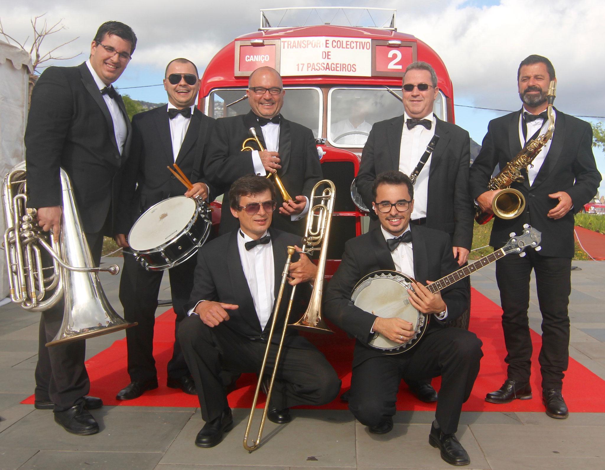 BLACK & WHITE Dixieland Jazz Band