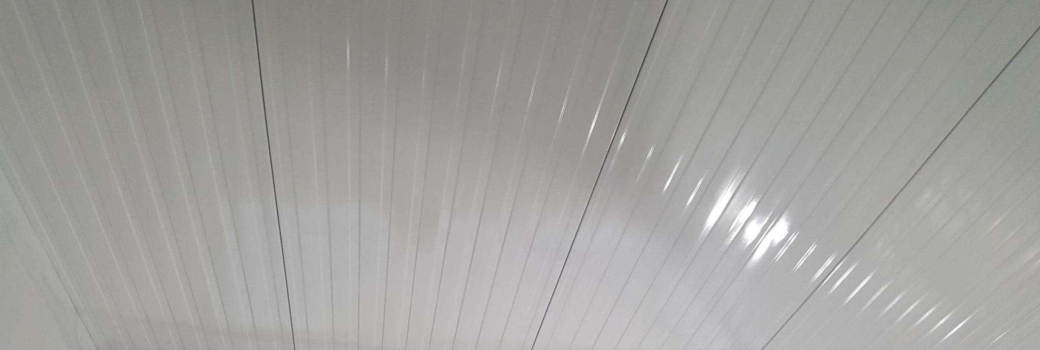 Trapezdecken im Airless-Verfahren lackiert - saubere und glatte Oberflächenoptik