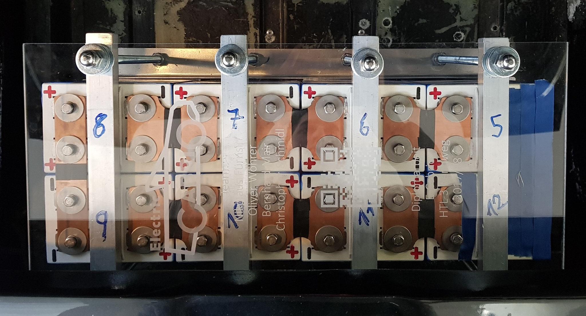 Akkuzellen + Gehäuse (Vorne)