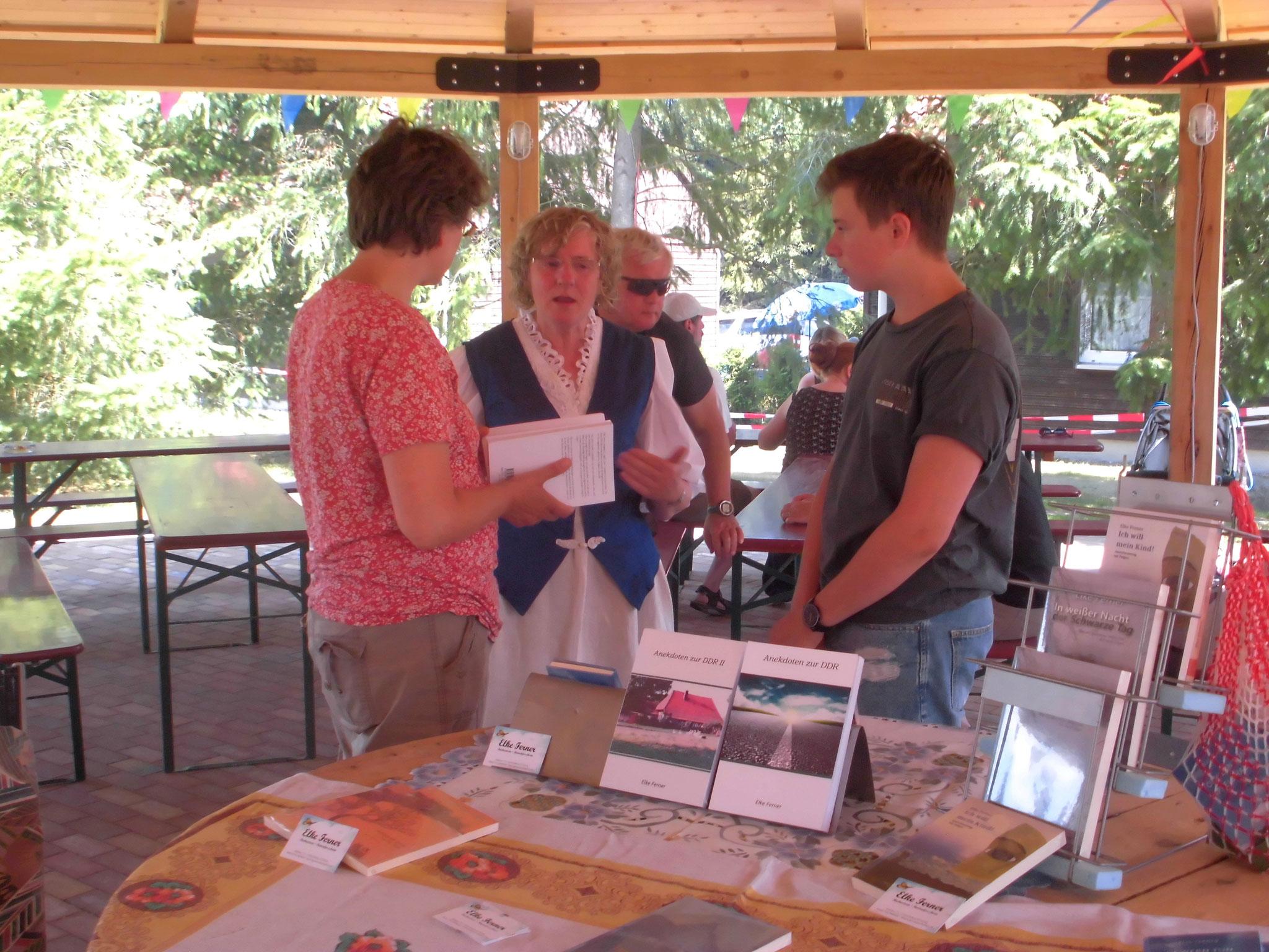 Museumsfest Dabel Unterhaltung über Anekdoten zur DDR