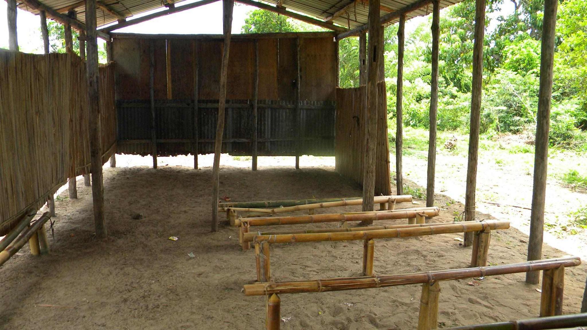 Kirche in  Ambokarivo