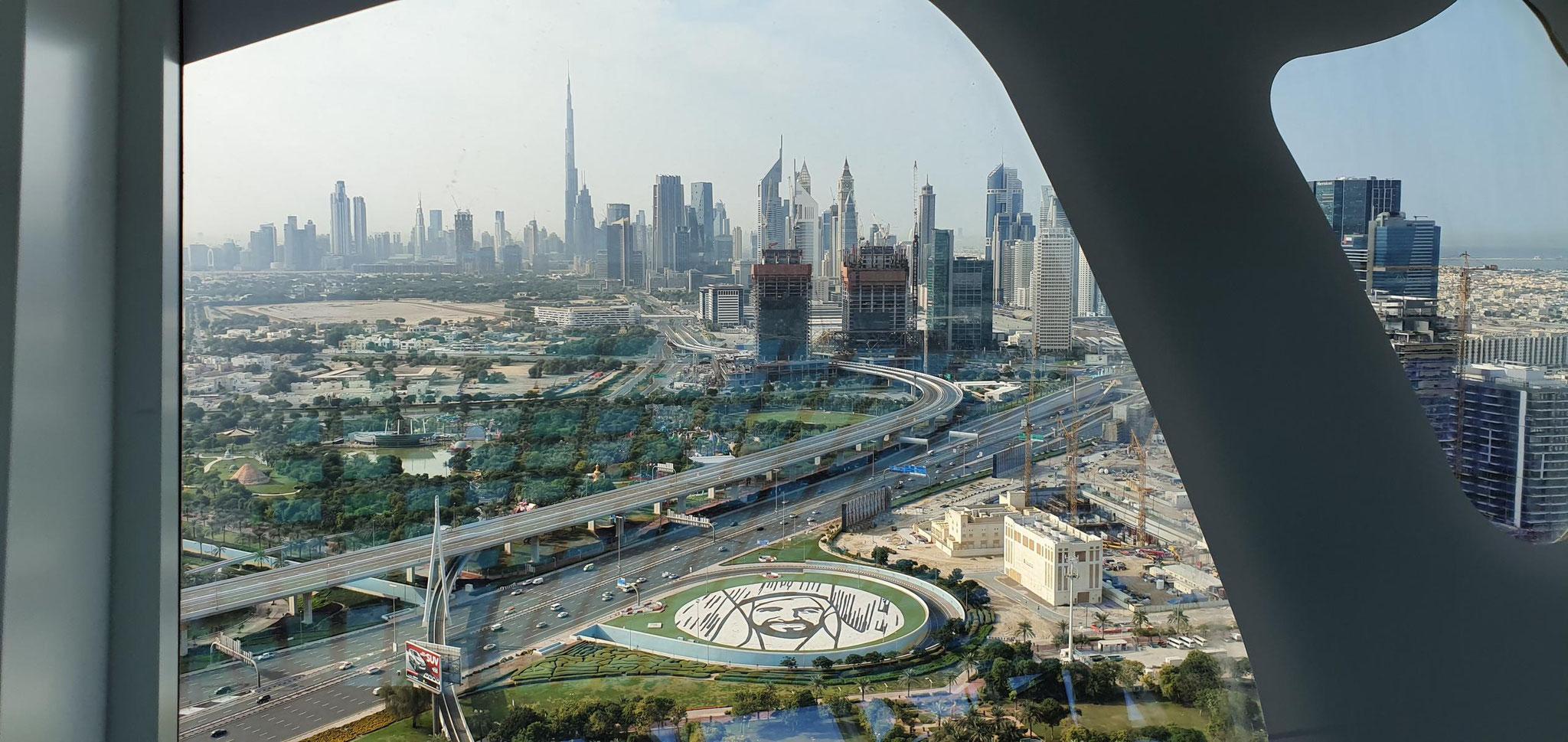 """Blick von """"The Frame"""" zum Burj Khalifa"""