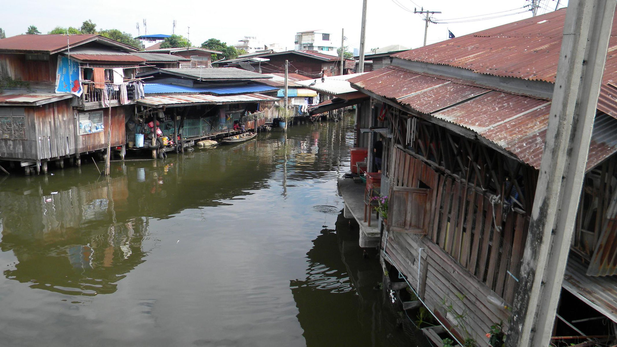 Holzhäuser am Kanal