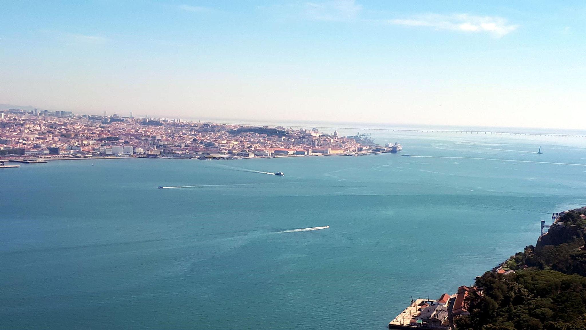 Blick nach Westen bis zur Brücke Ponto Vasco da Gama