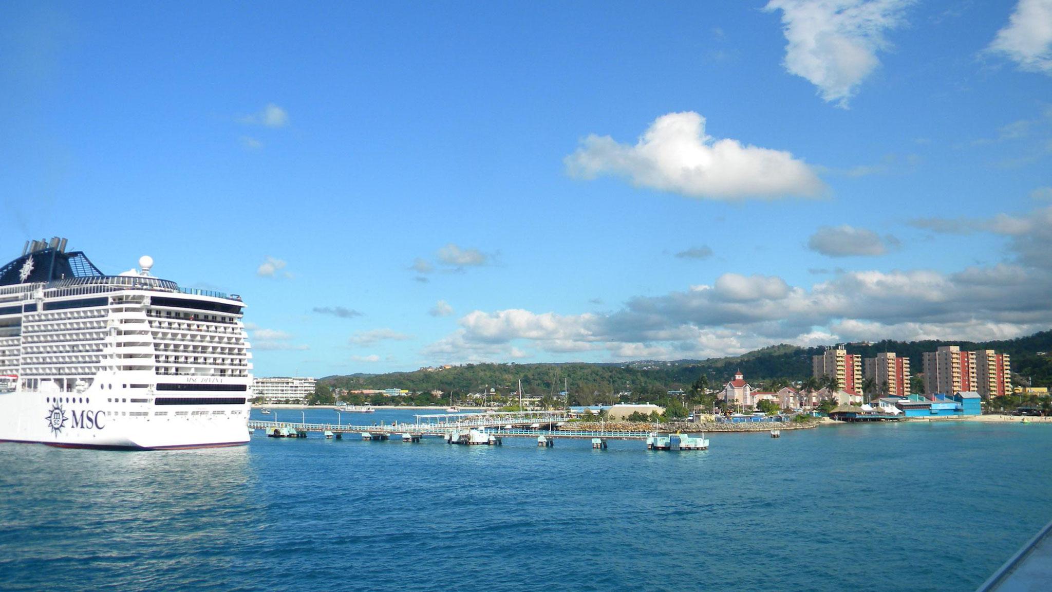 Blick auf den Ocho Rios Cruise Terminal