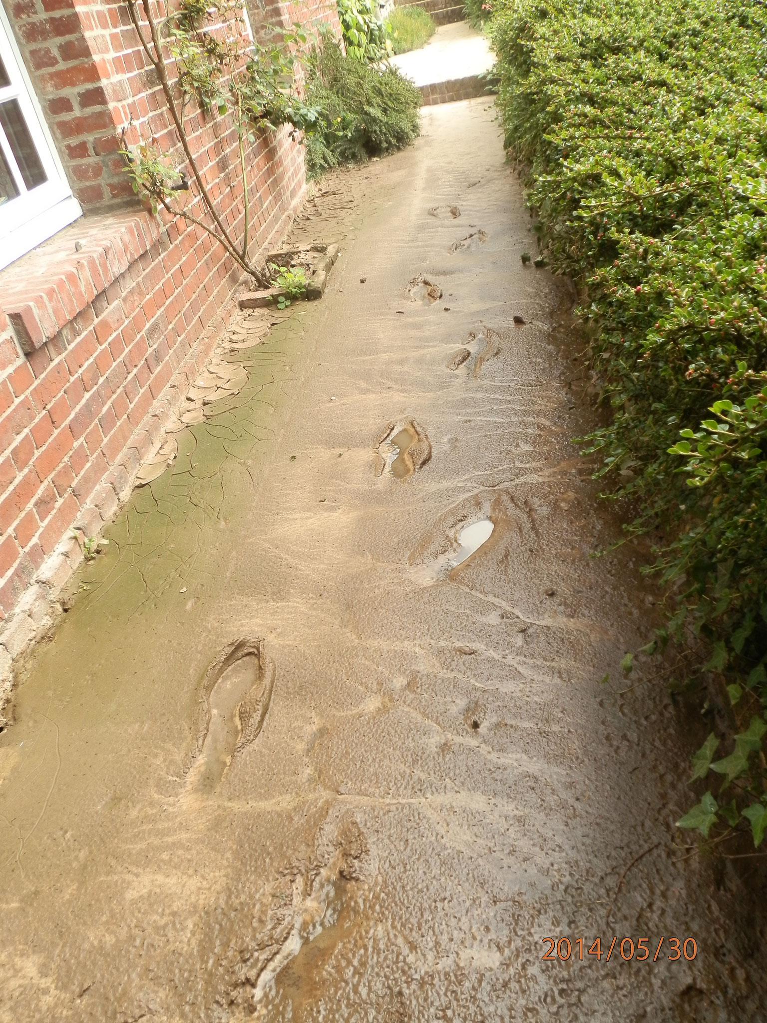 Dépôt de boues devant une habitation à St Aubin Sur Scie - 2014