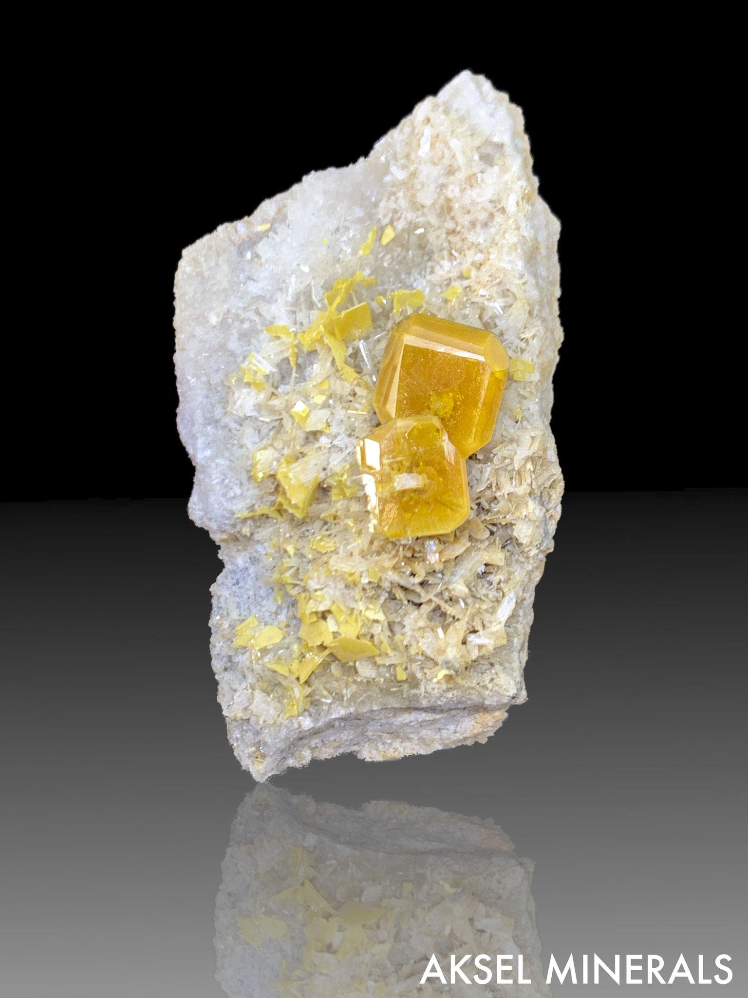 AM434 - Wulfenite - Stefanie Mine, Bleiberg District, Carinthia, Autriche