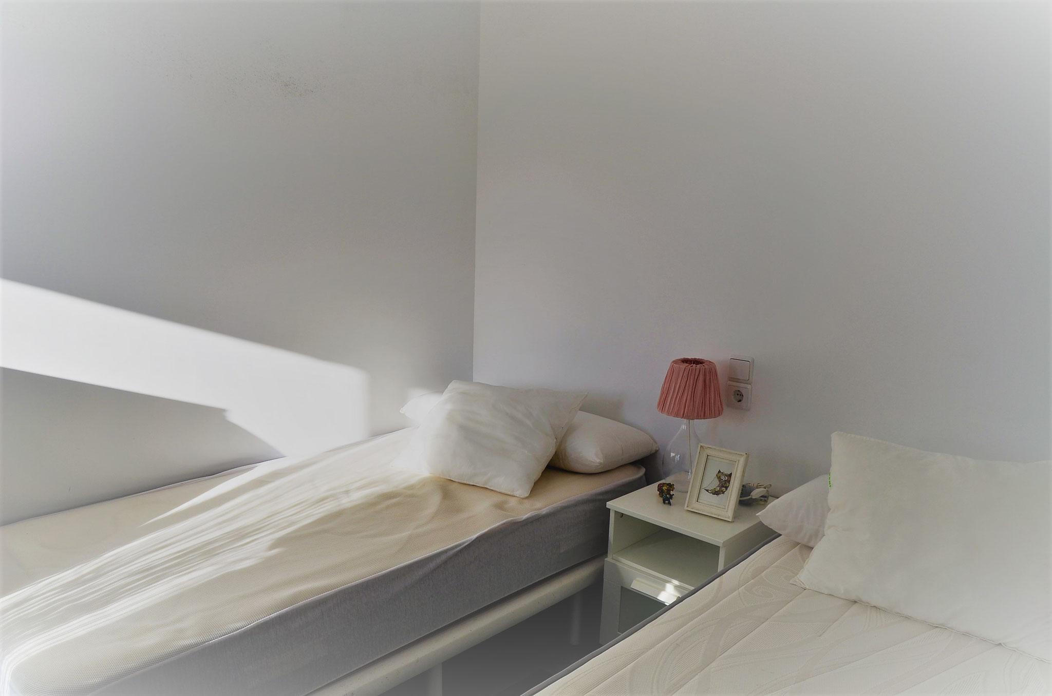 schlafzimmer 12 qm aufs tze f r kleiderschr nke tapeten gold schlafzimmer king size bettdecken. Black Bedroom Furniture Sets. Home Design Ideas