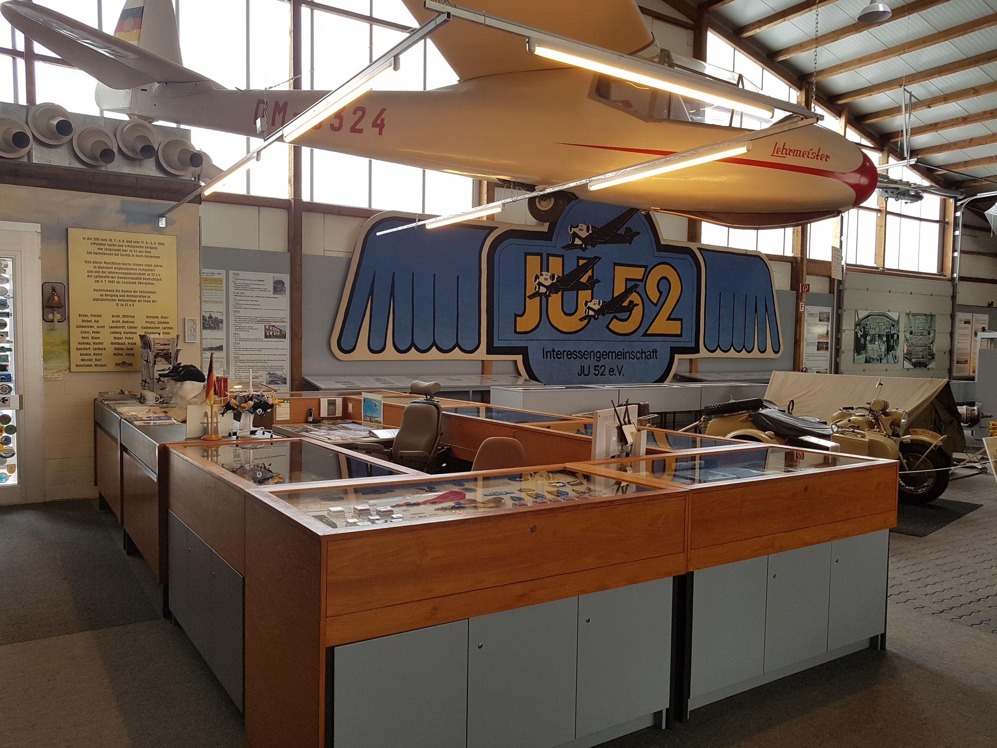 "(C) Bahn Nostalgie Reisen / Flugzeugmuseum ""JU52-Halle"""