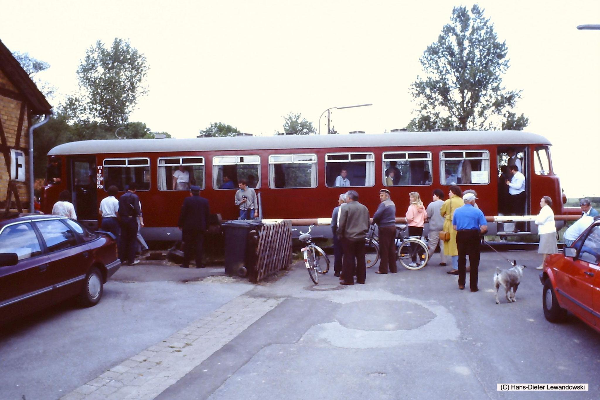 Haltepunkt Königsdahlum mit MAN - VT 1 der Dampflok-Gemeinschaft 41 096 e.V.