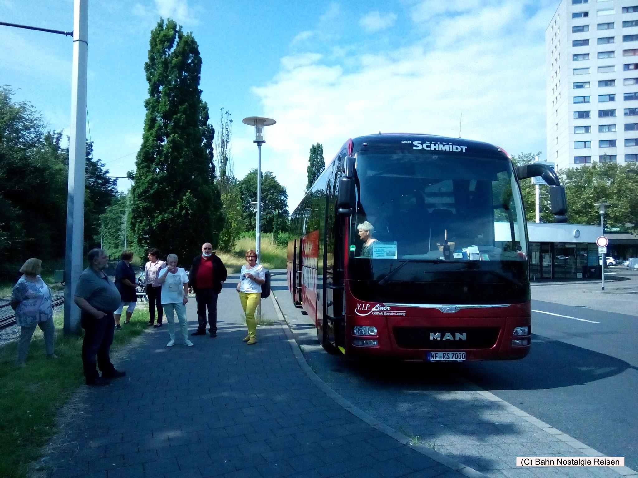 V. I. P. Liner Reisebus am ZOB Braunschweig