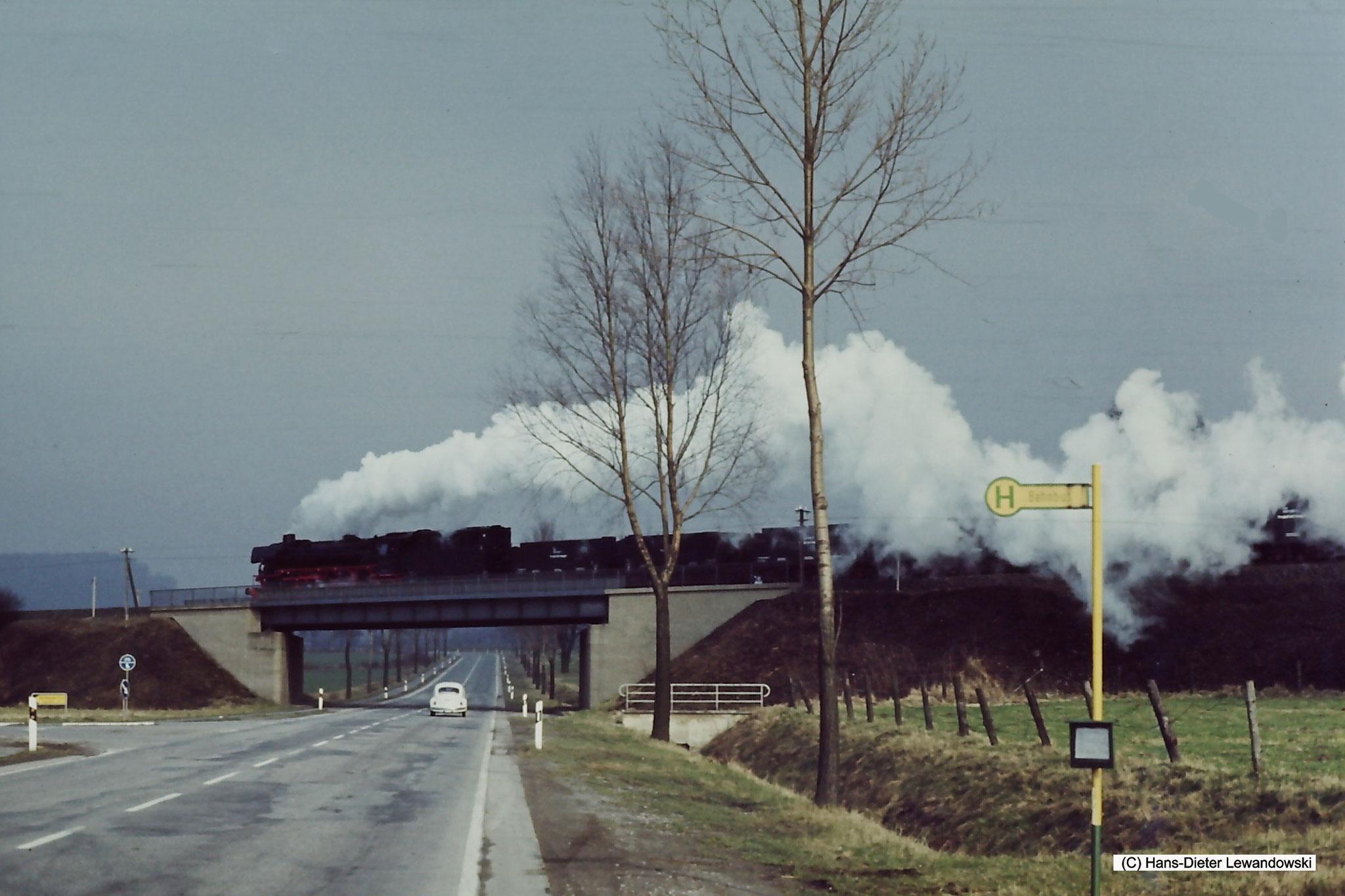 """Brücke über die B248, man beachte... es gab die """"Bahnbus"""" Haltestelle noch!"""
