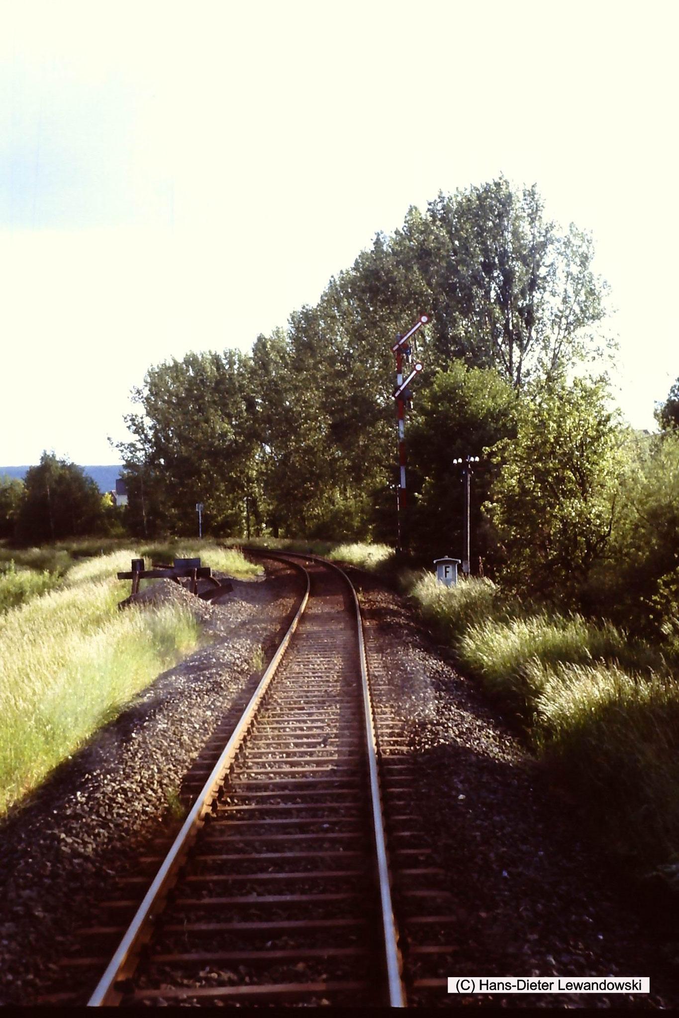 Einfahrt Bahnhof Bockenem oder Grossrhüden, ersichtlich durch das linke Gleis Richtung ehemalige Zuckerfabrik ???