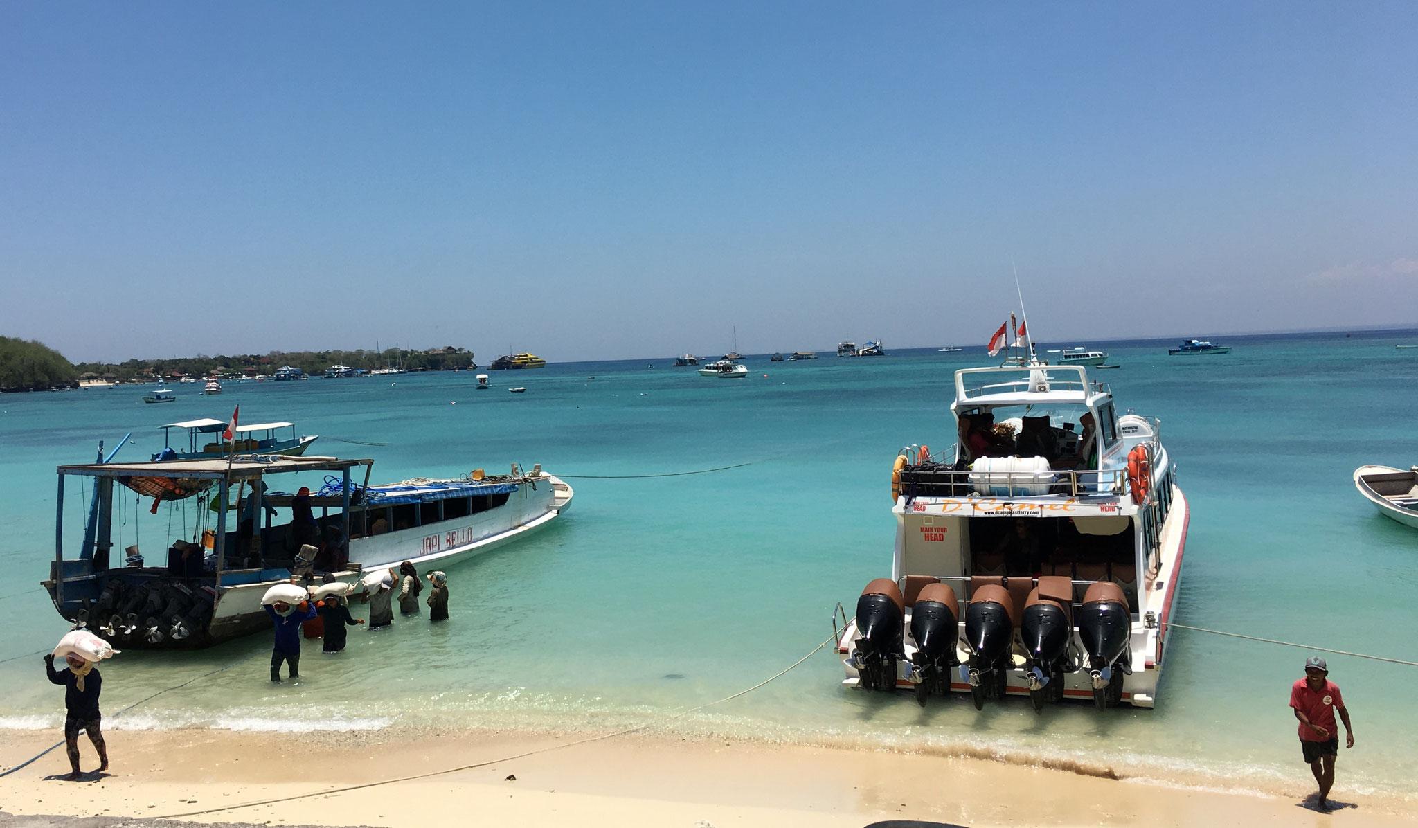 Fähren bringen alles quer durch Indonesien