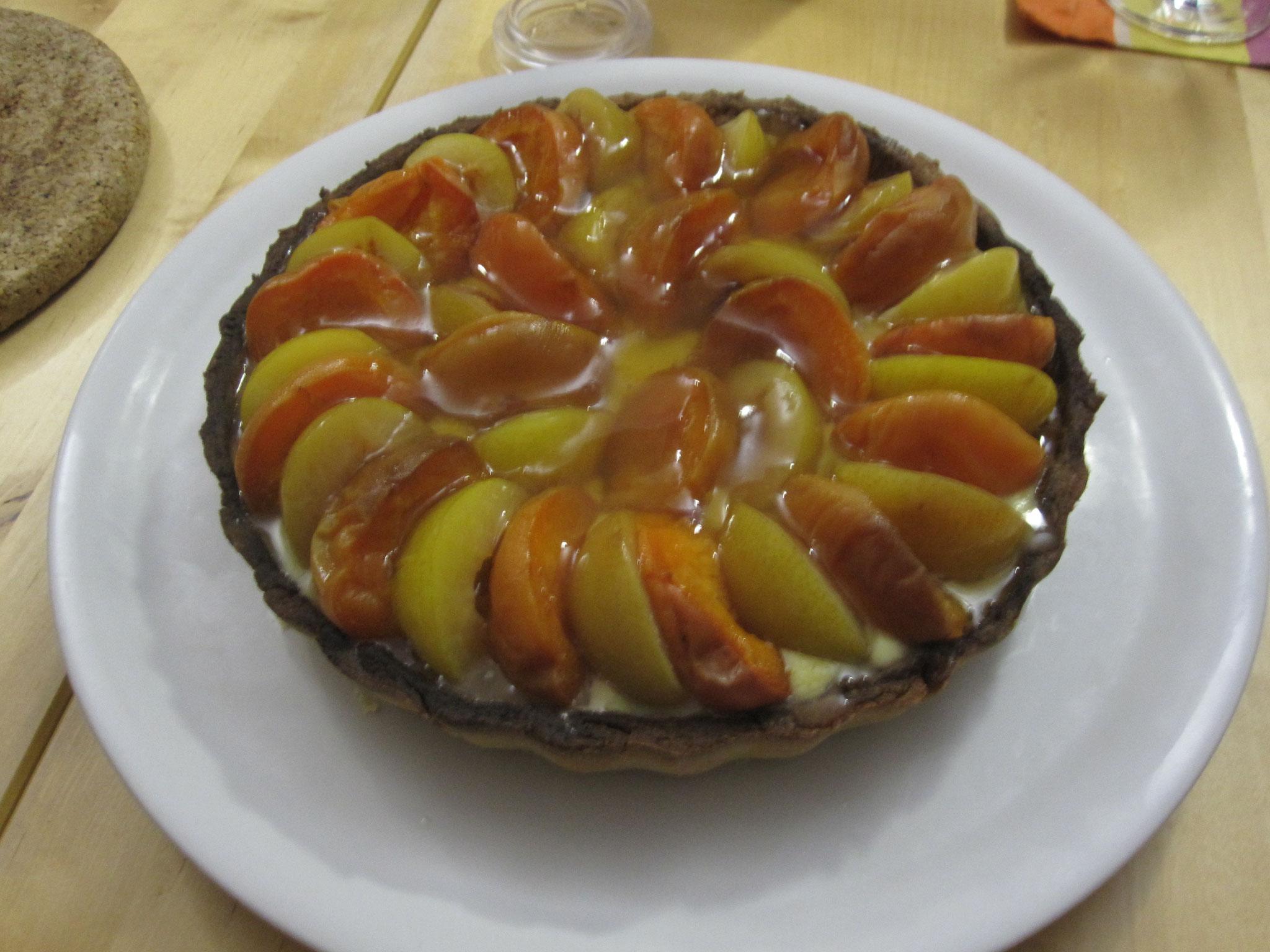 Tarte aux prunes et aux abricots.