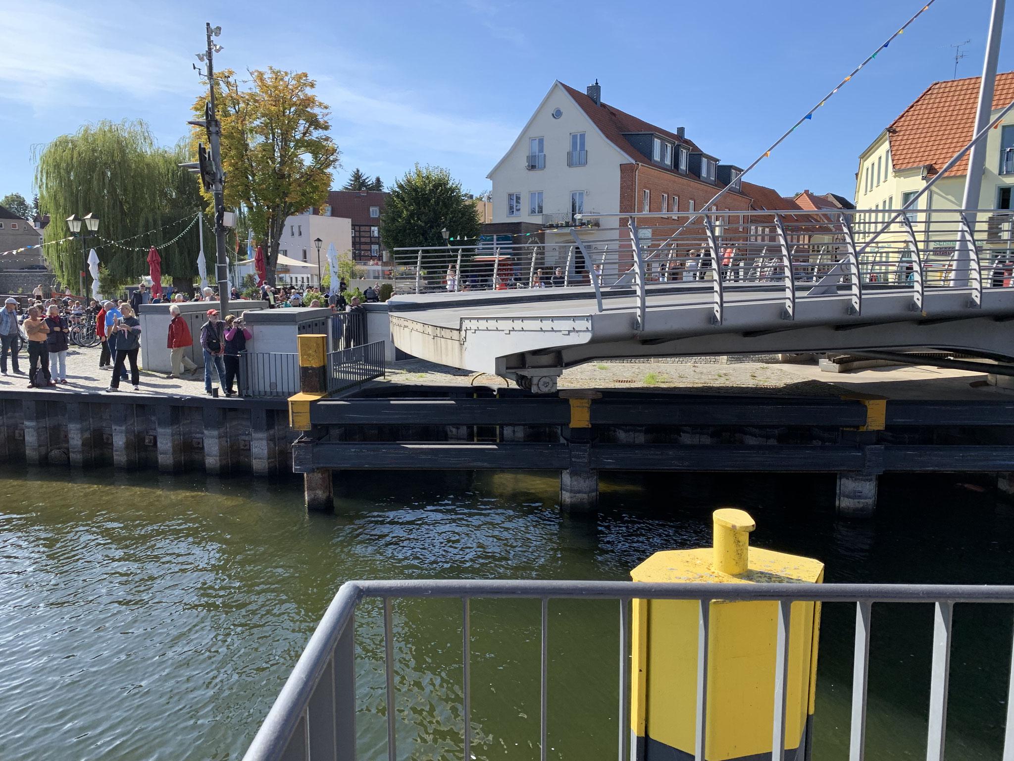... die bekannte Drehbrücke