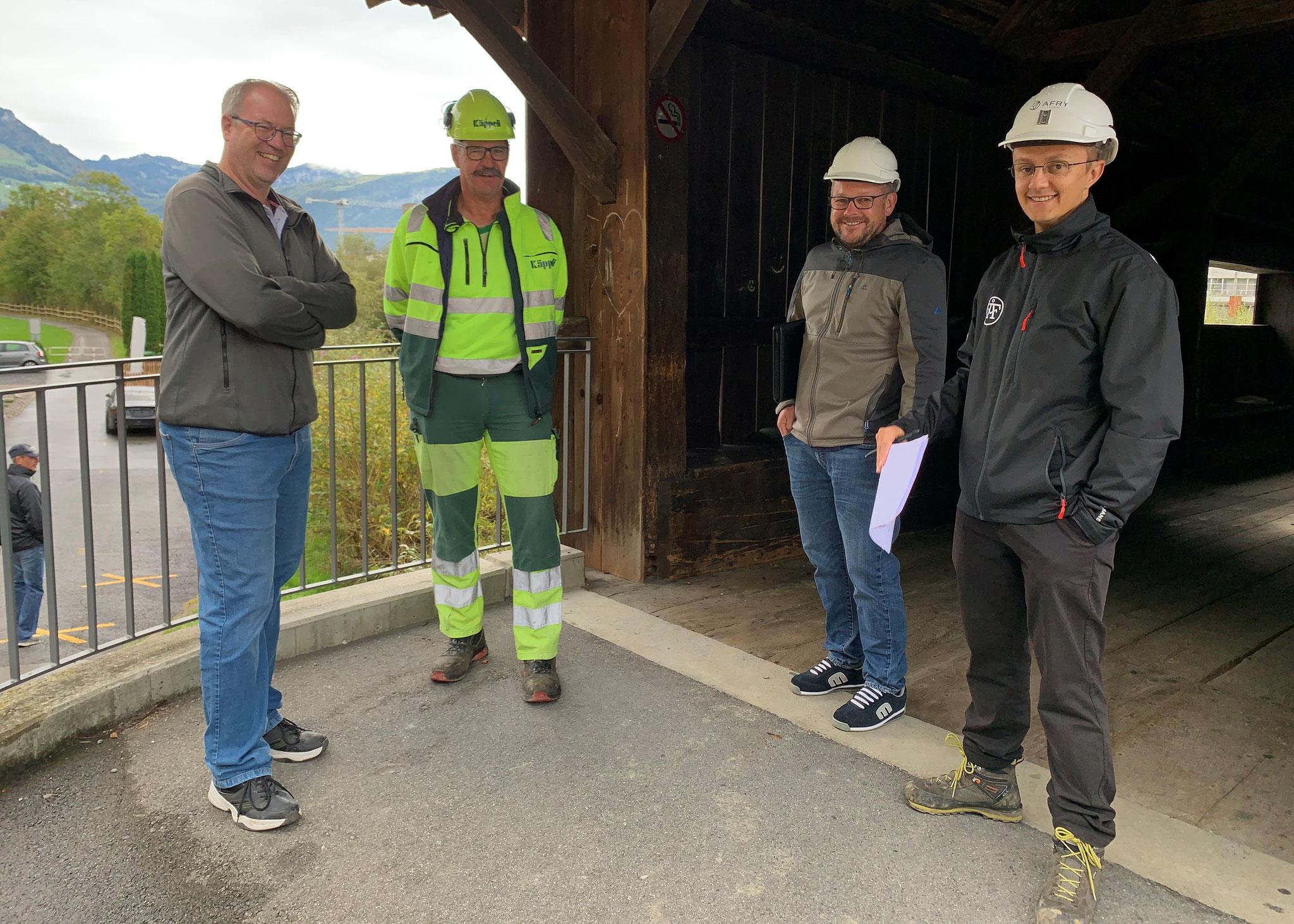 Die Führungscrew, v.l.n.r.: Markus Tonazzi, Bauführer; Joe Weber Polier; Albert Lüönd, Bauherrenvertreter; Riste Janevski, Bauleitung