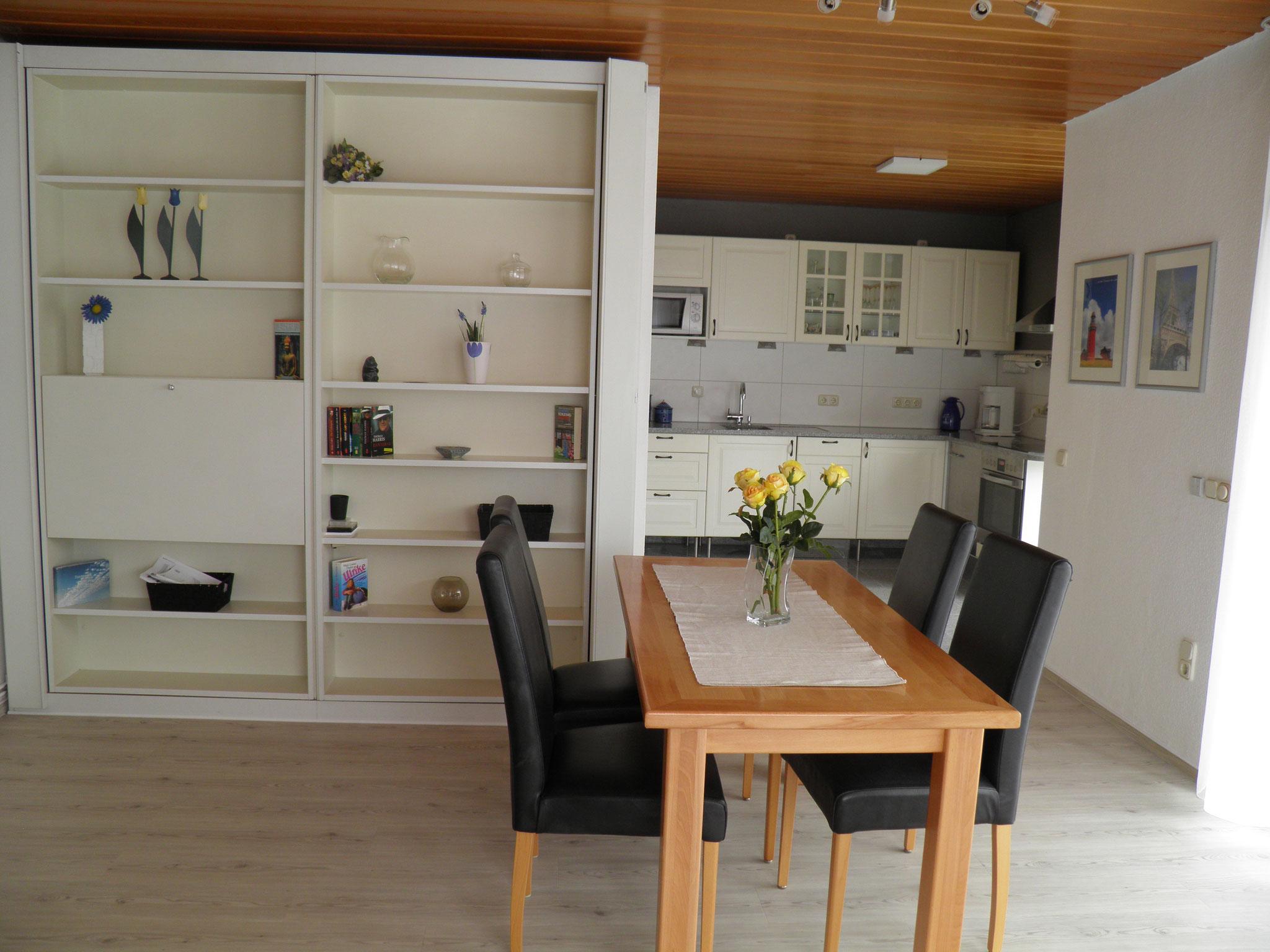 Esszimmertisch mit Blick zur Küche