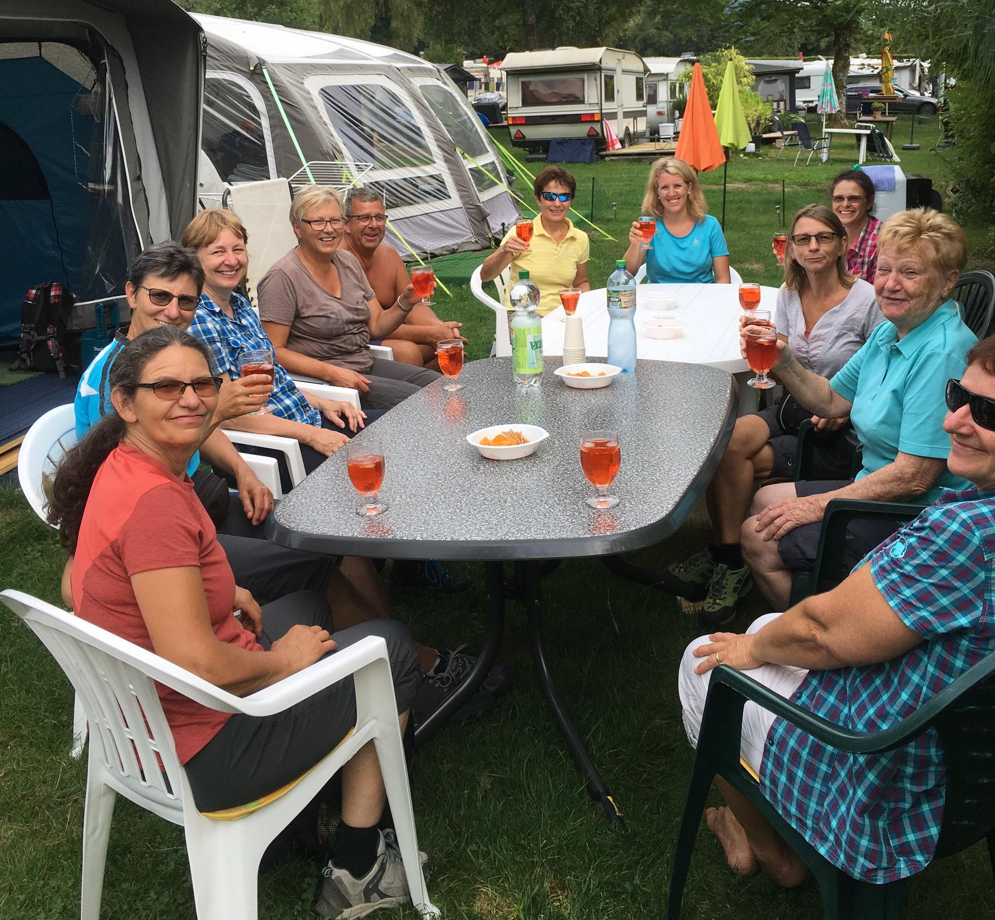 Apero auf dem Camping Türlersee bei Hildegard und Wisi