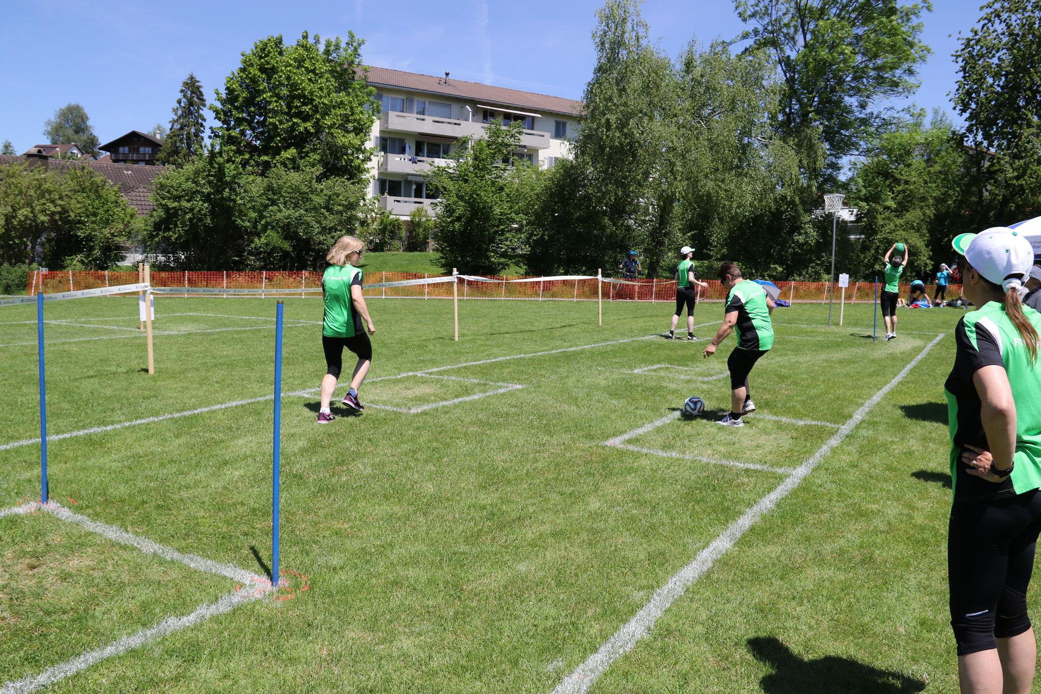 """2. Gruppe beim """"Fussball-Korb"""" (1. Teil)"""