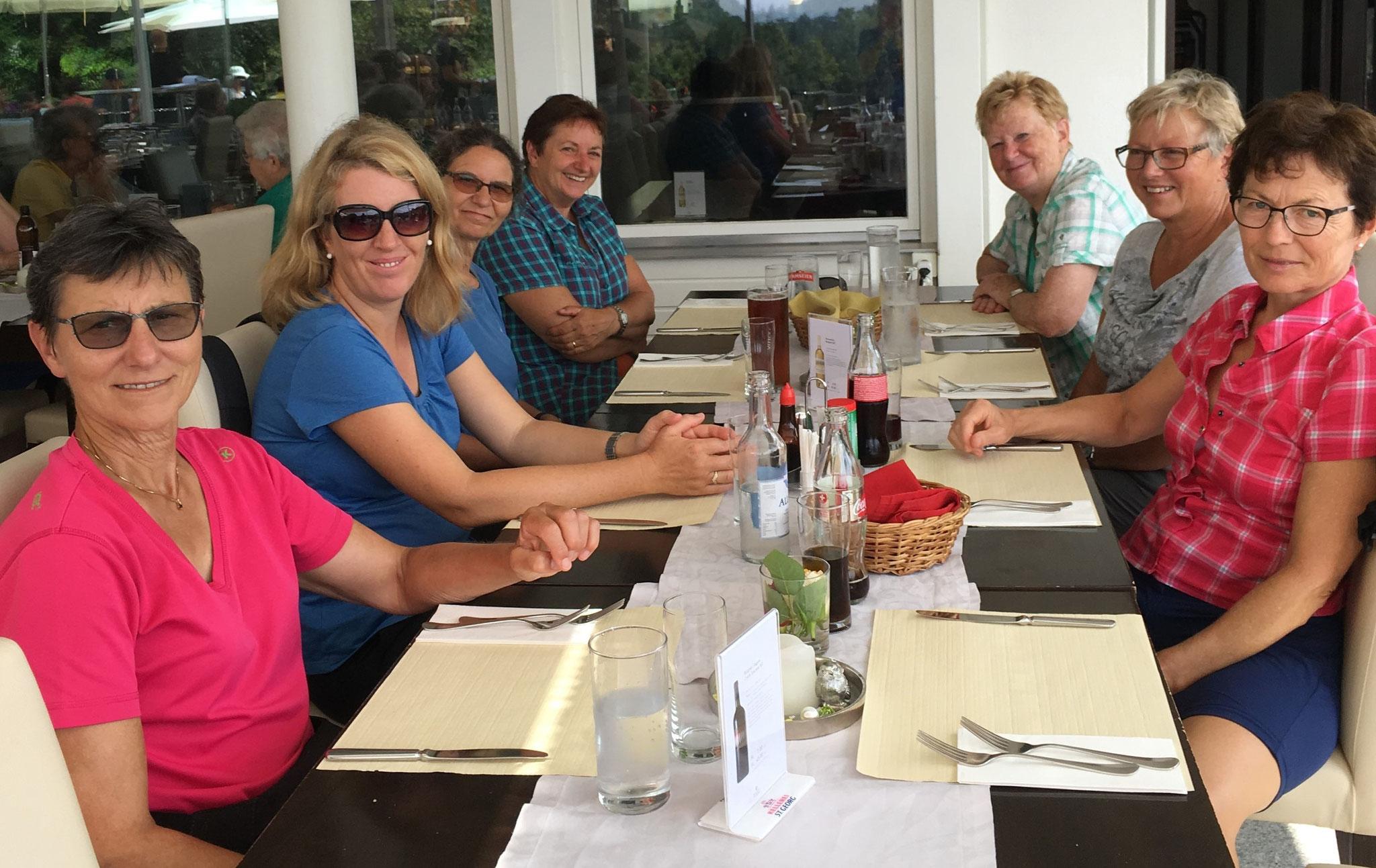 ...Mittagessen im Restaurant Albis...