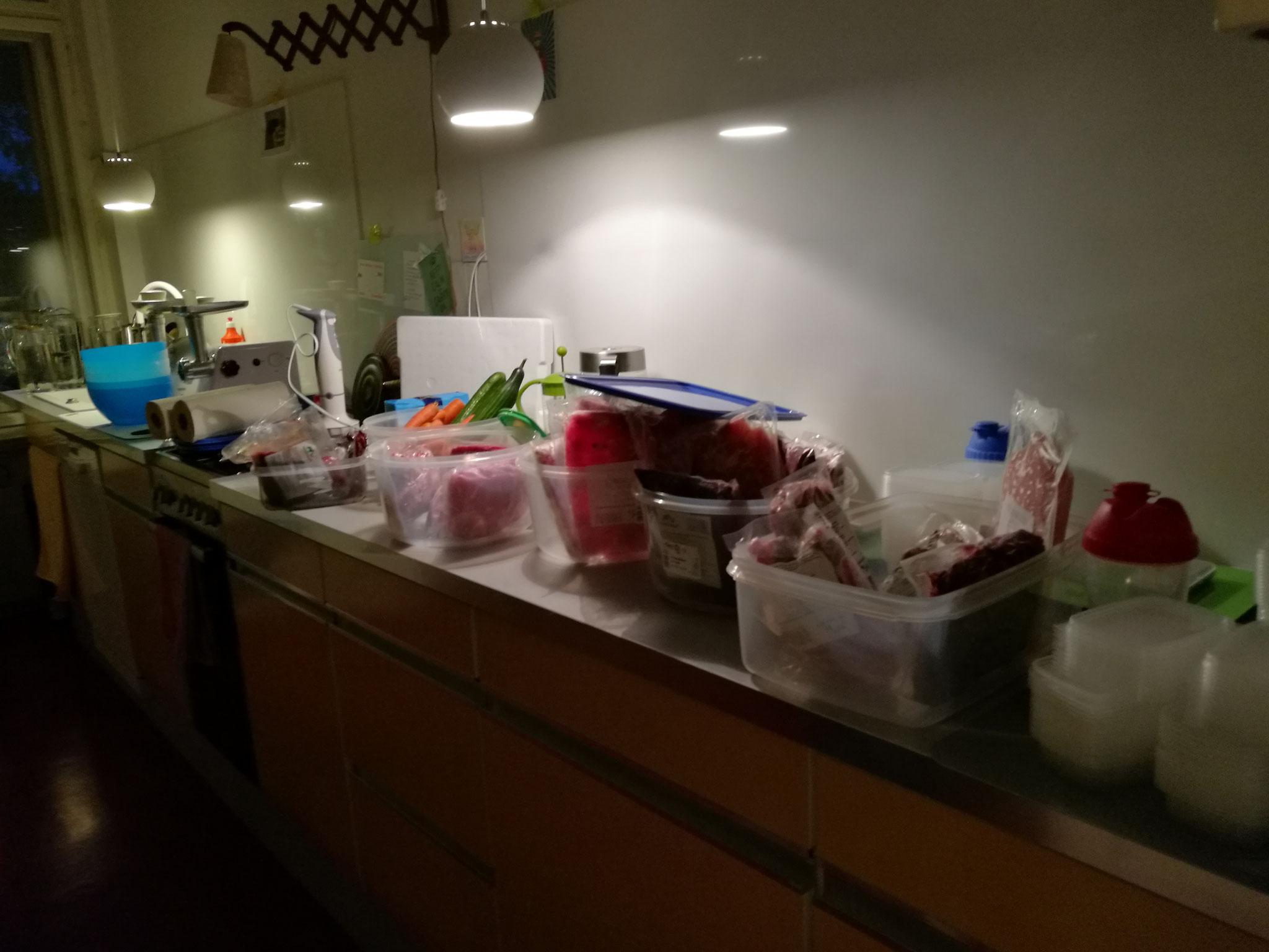 Das Fleisch wird vorbereitet für die Teilnehmer_innen