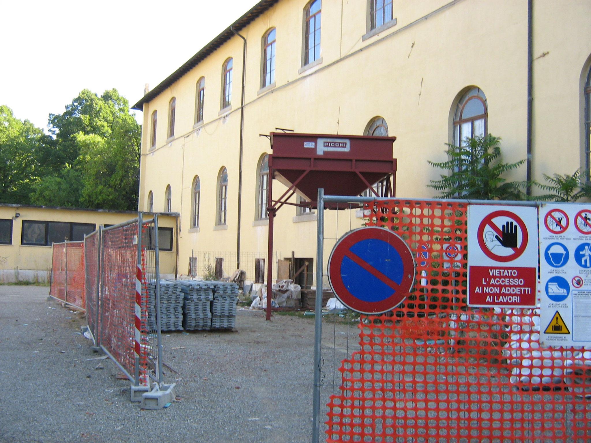 """COMUNE DI AREZZO - Restauro e ristrutturazione di parte della copertura della scuola elementare """"Gamurrini"""" e dell'istituto magistrale """"Colonna""""."""