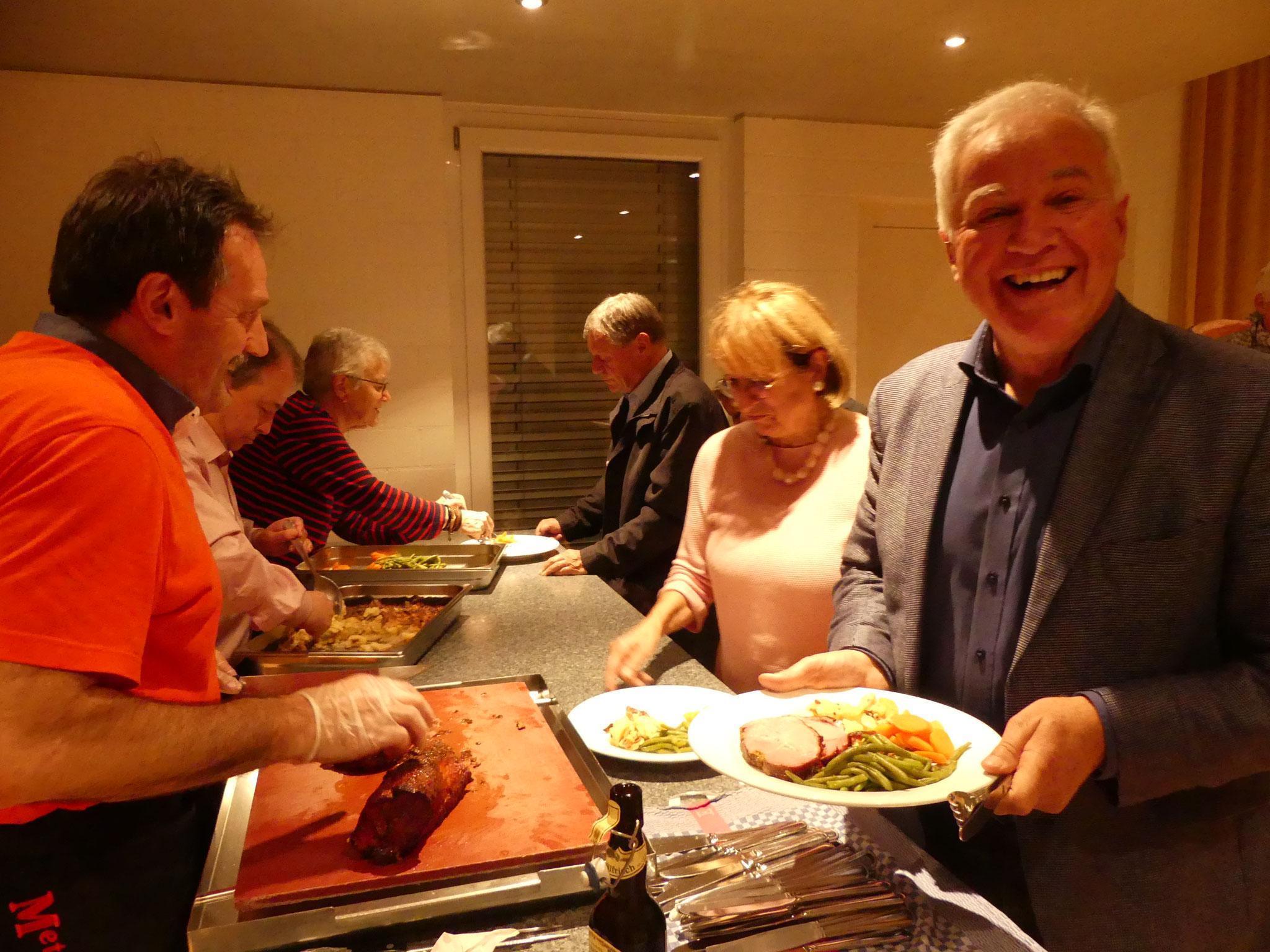 Freuen sich auf das Essen: Ernst Meili ...