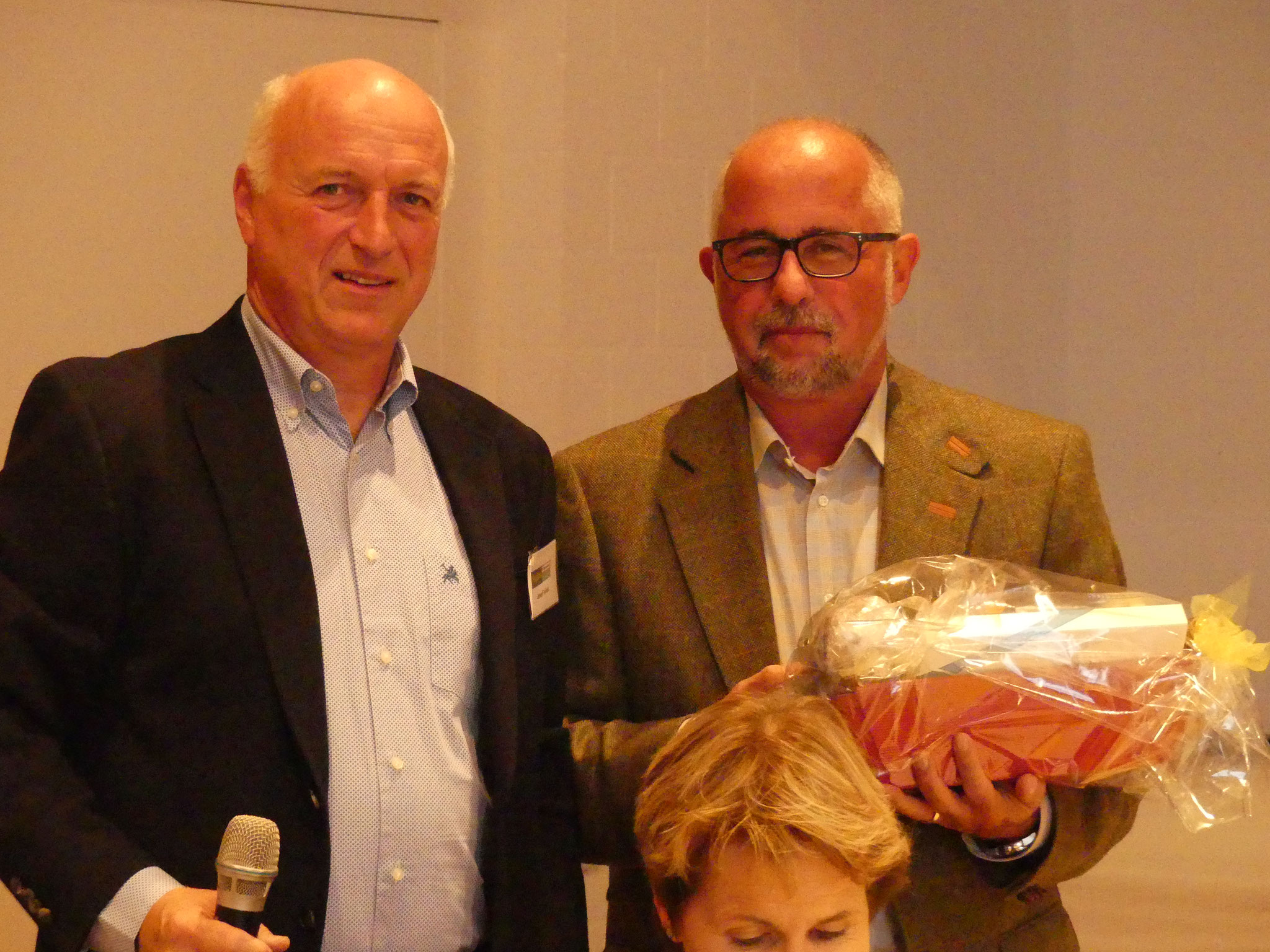Matthias Erne, HEV Hinterthurgau, wird für den Apéro gedankt