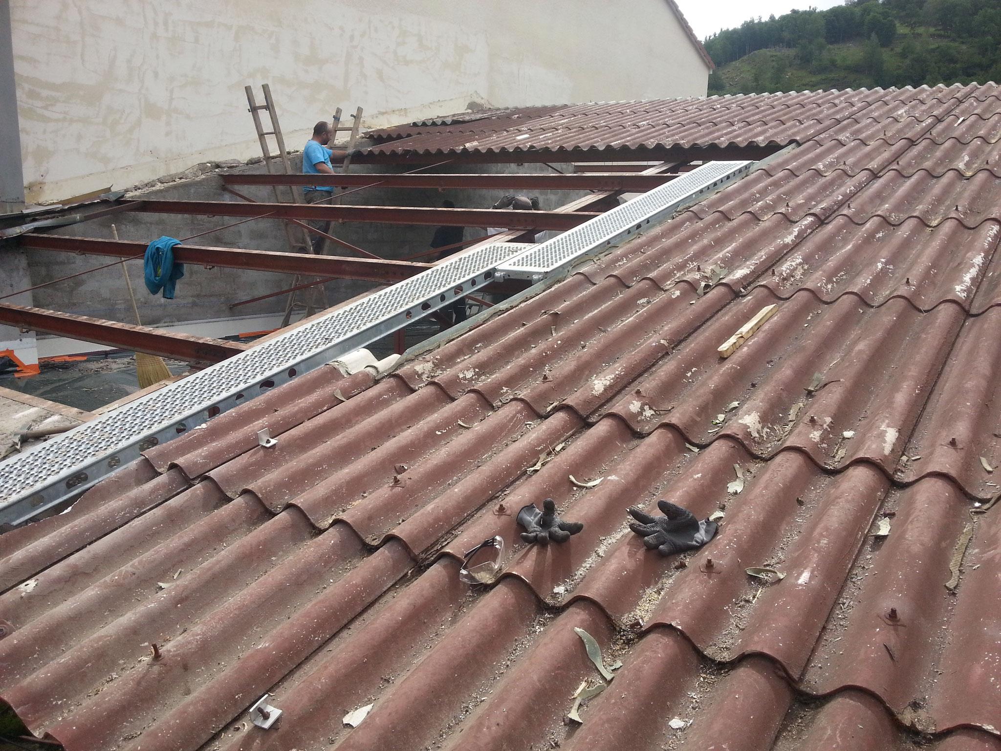 Démontage d'une toiture en fibro