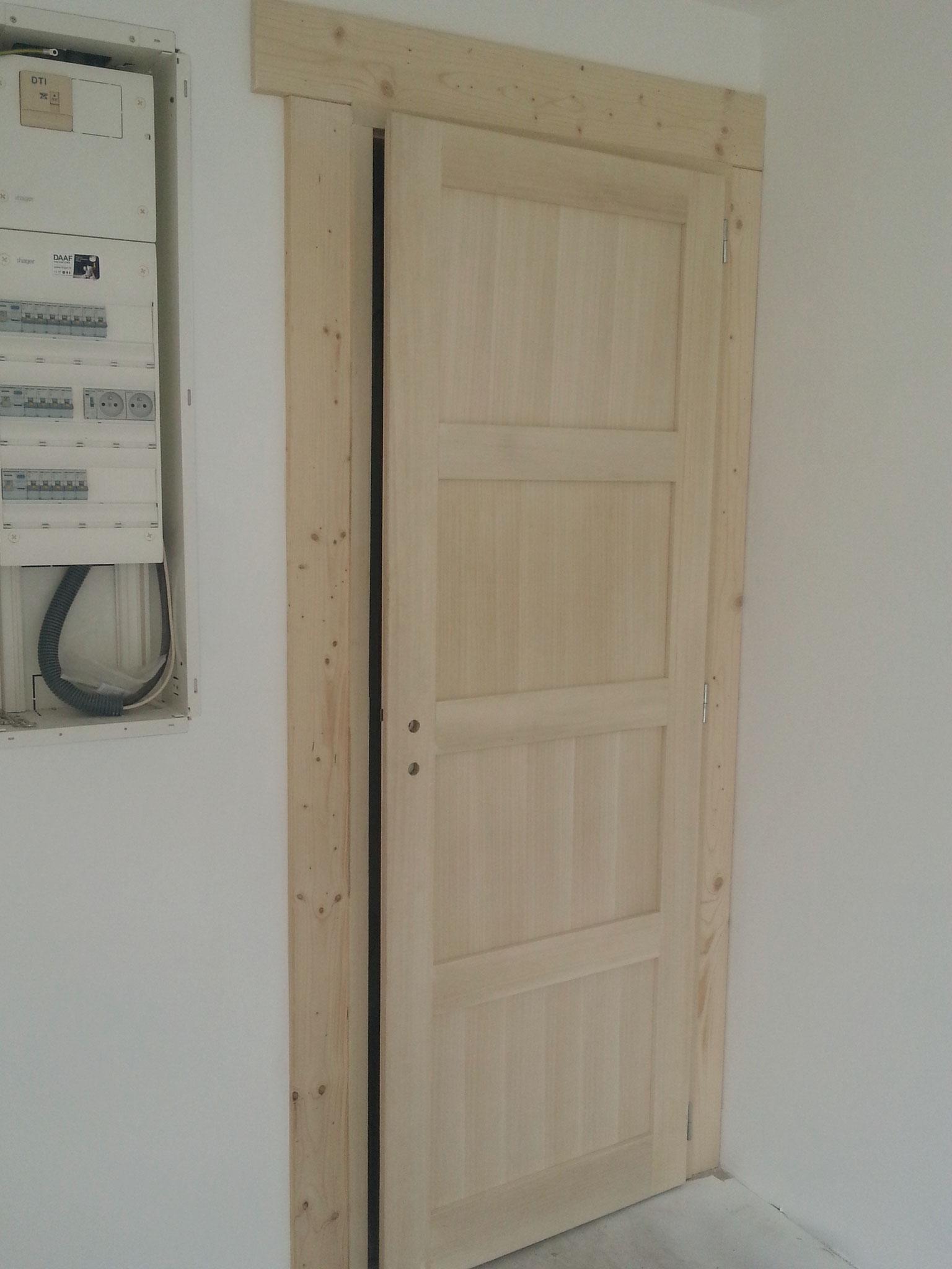 Pose et fabrication d'une porte bois