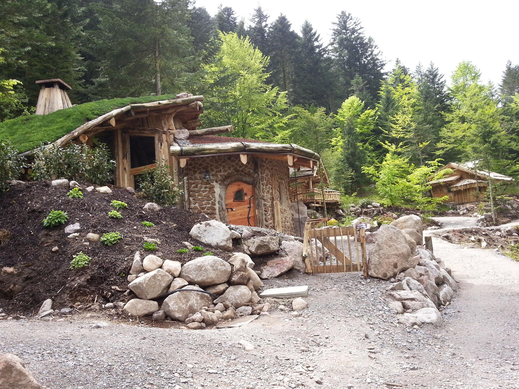 Rhabillage bois en façade sur les cabanes dans les arbres