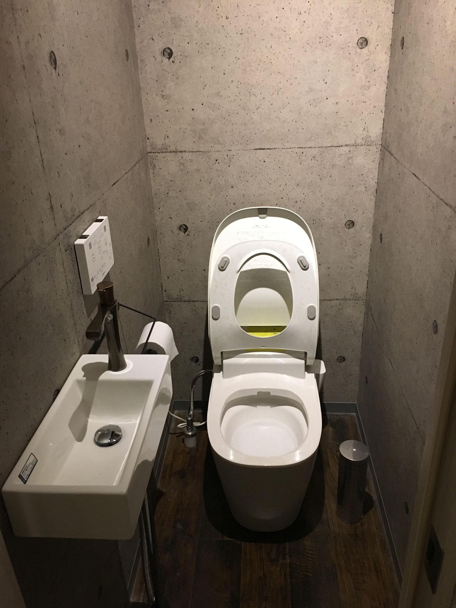 男子トイレ 内装