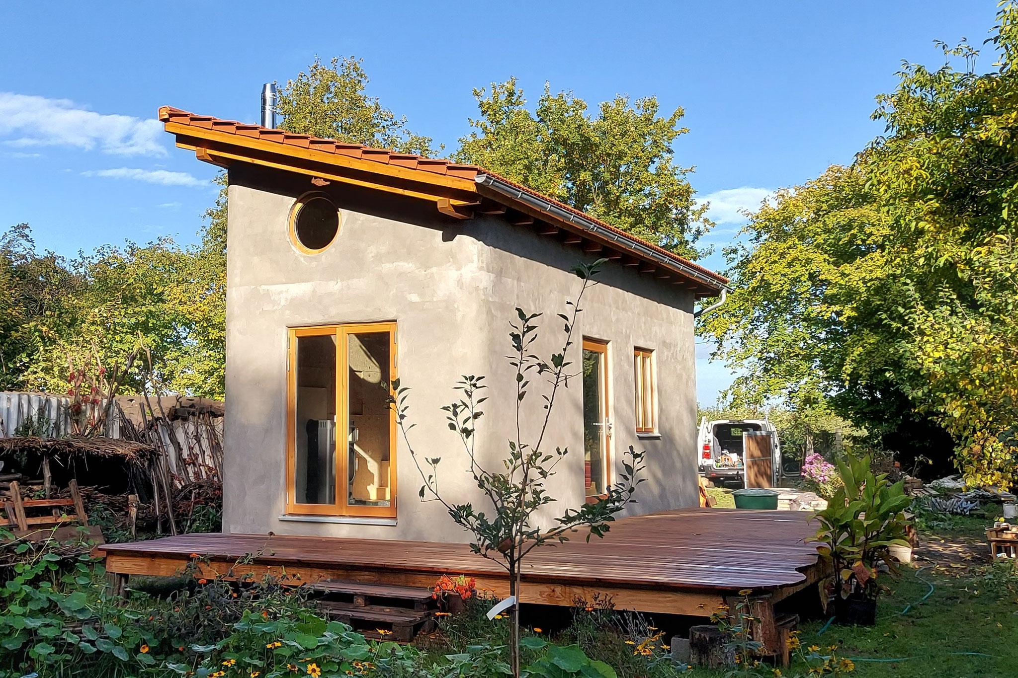 Das frisch verputzte Tiny House aus Hanf! - Foto: Henrik Pauly
