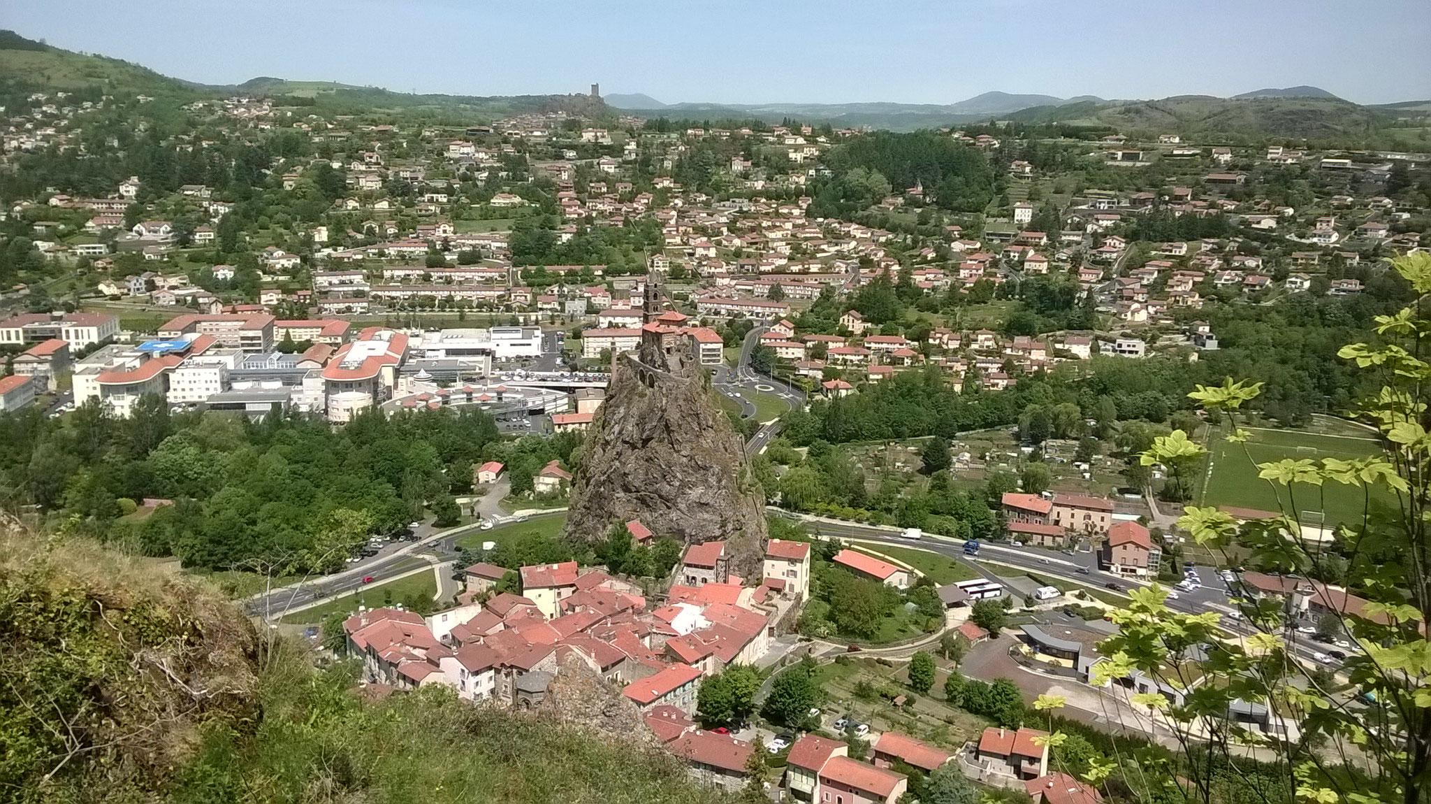 Le Puy en Velay - vue sur St Michel d'Aiguilhe