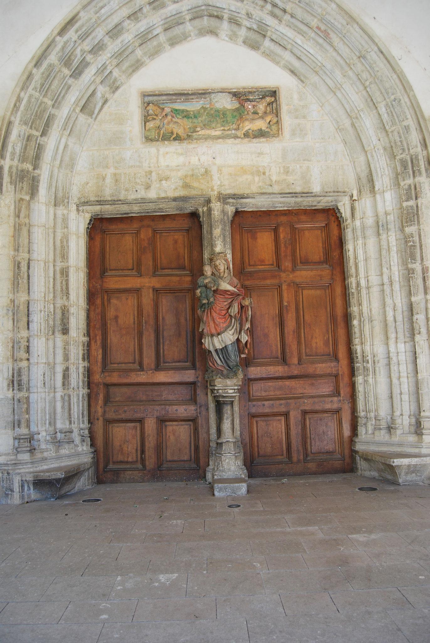Poligny -  Le portail principal de la collégiale Saint-Hippolyte