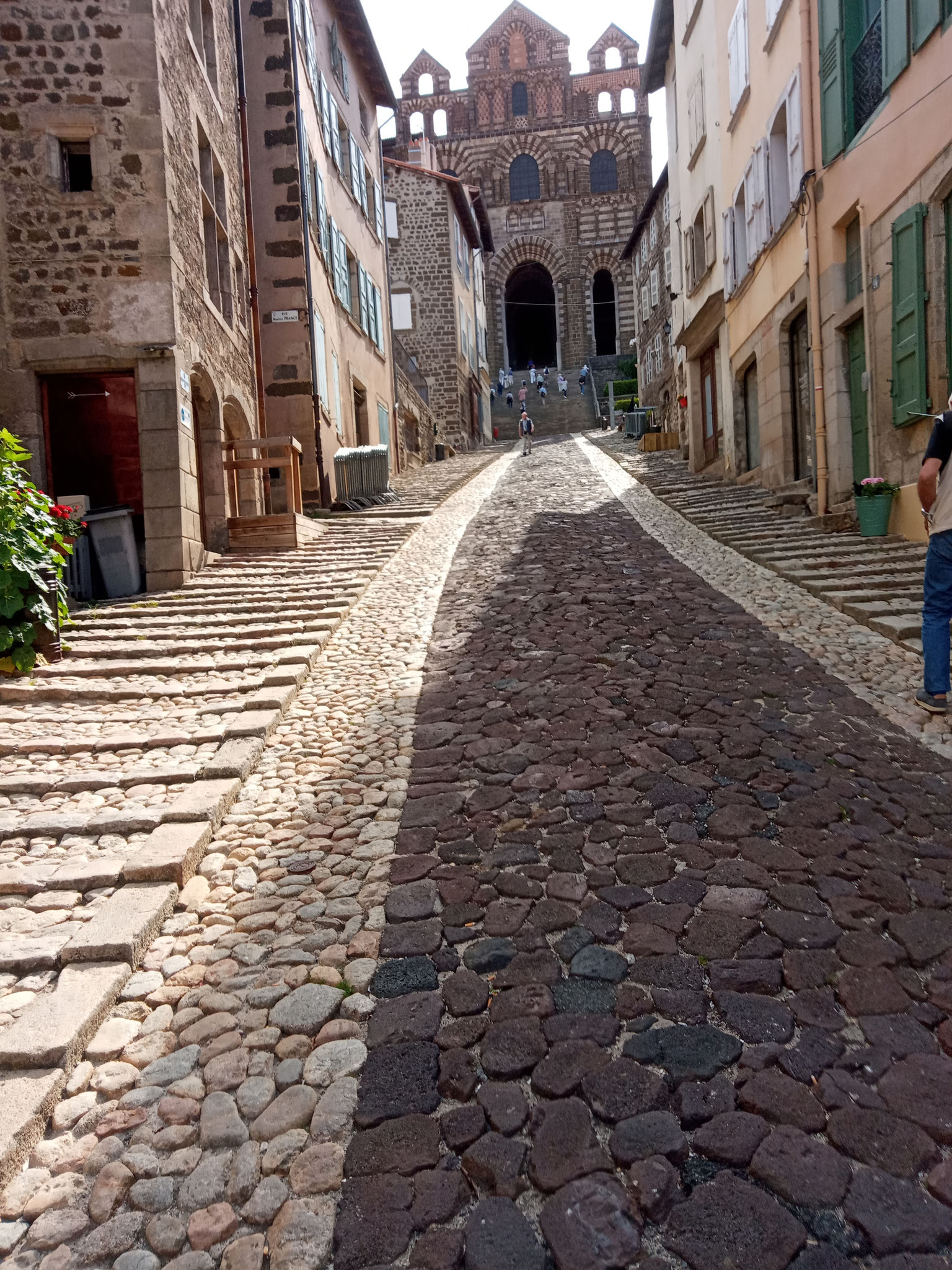 Le Puy en Velay - montée vers la cathédrale