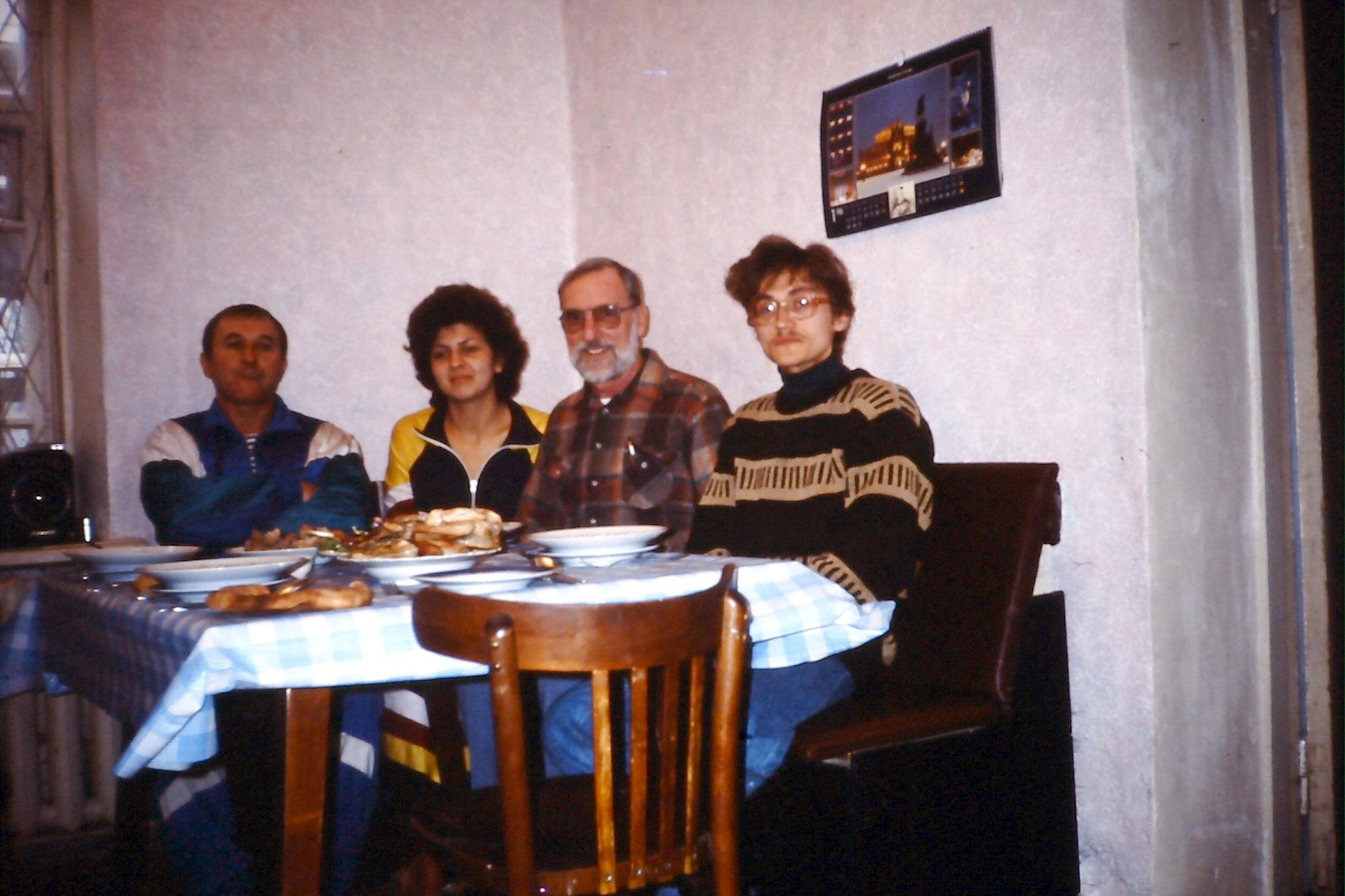v.l.n.r.: Mischa, Tanja, Father John und Andrej
